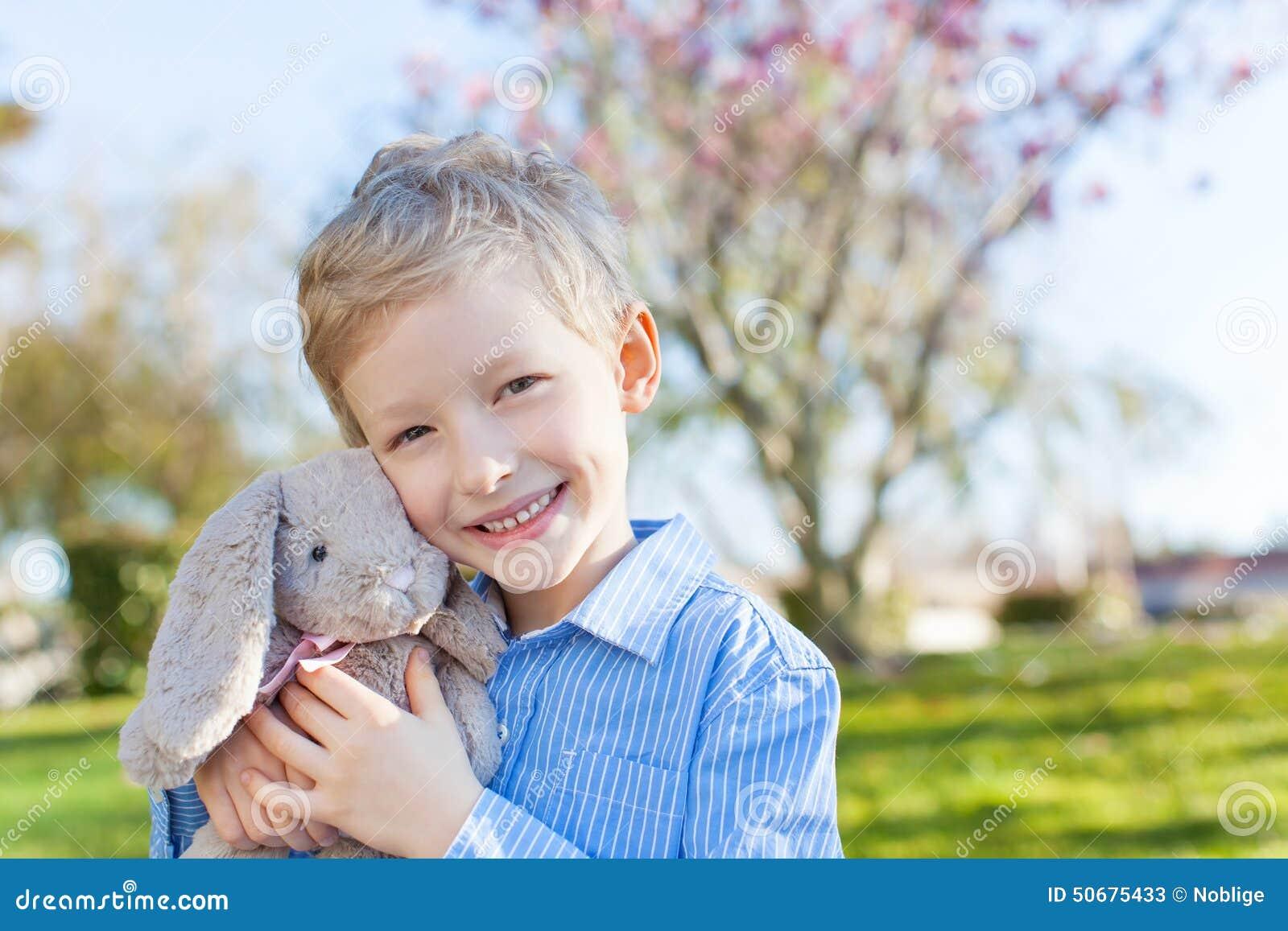 Download 复活节时间的男孩 库存图片. 图片 包括有 藏品, 男朋友, 鸡蛋, 节假日, 水平, 逗人喜爱, 快乐 - 50675433