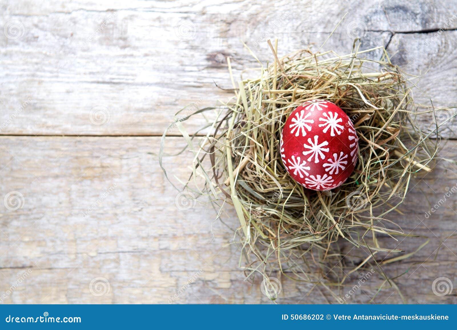 Download 复活节装饰 在巢的鸡蛋在木头 库存照片. 图片 包括有 鸟舍, 嵌套, 宗教信仰, 节假日, 鸡蛋, 木头 - 50686202