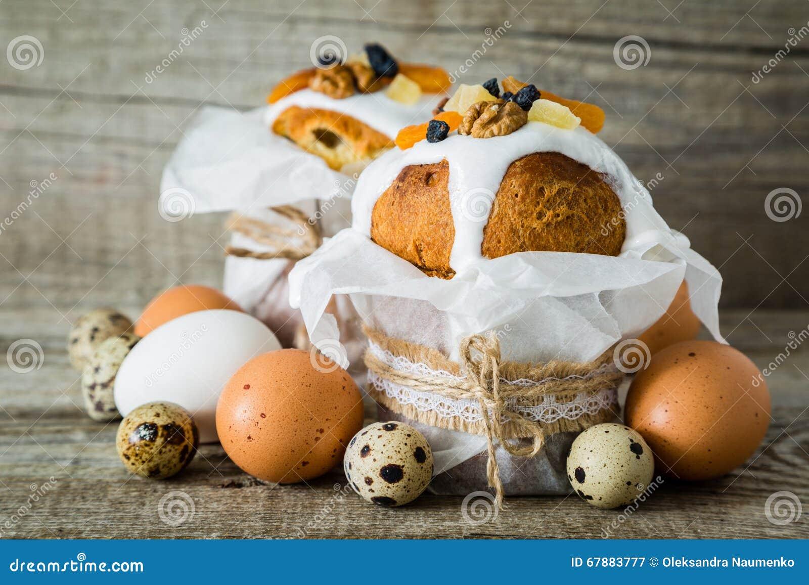 复活节结块用鸡蛋,土气木背景