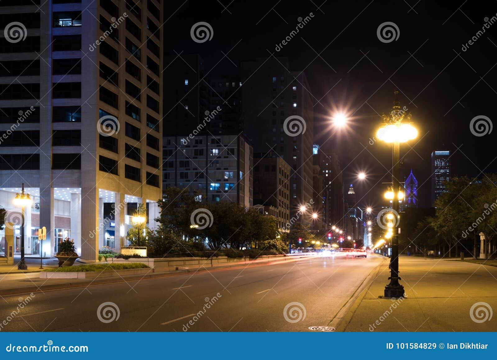 夏夜芝加哥街市街道光