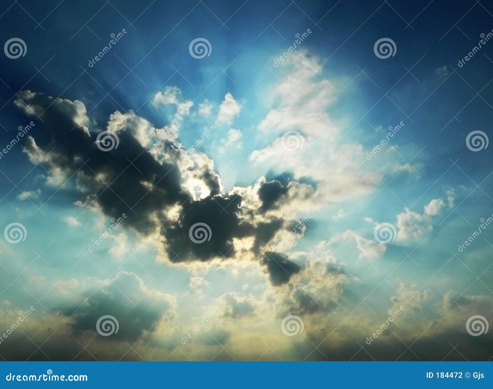 多云严重的日落
