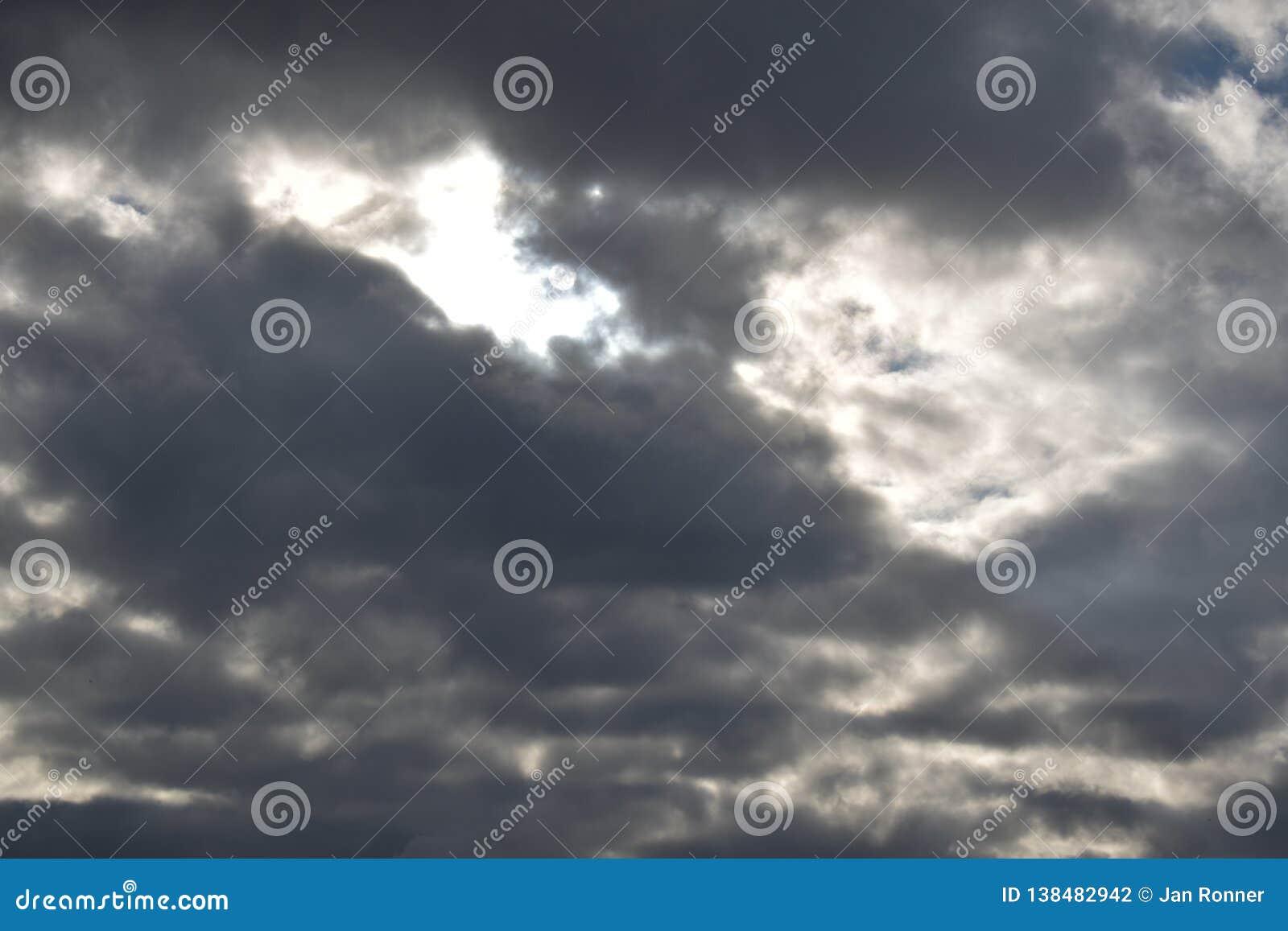 多云天空在德国2