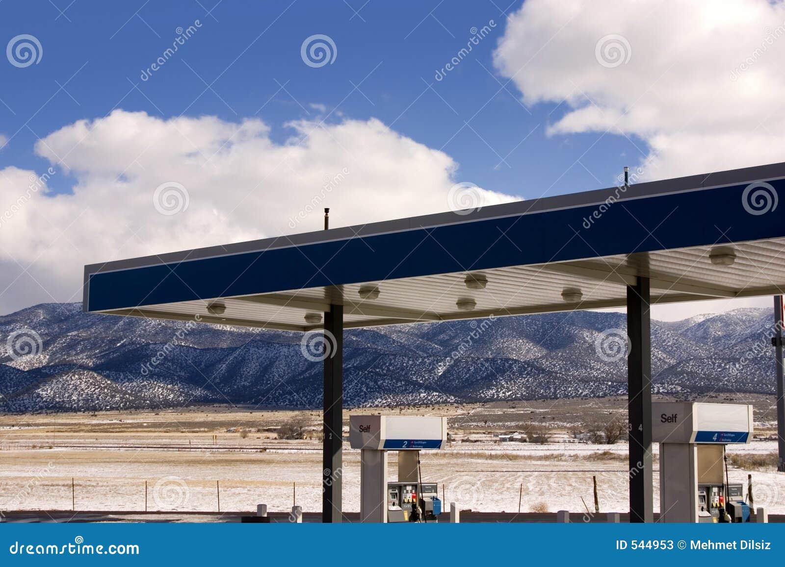 Download 多云气体天空岗位 库存图片. 图片 包括有 早晨, 关闭, 柴油, 行业, 孤立, 全能, 自动, 云彩, 平安 - 544953