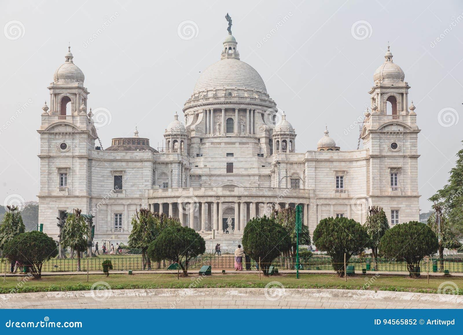 维多利亚纪念堂的左边在加尔各答,印度