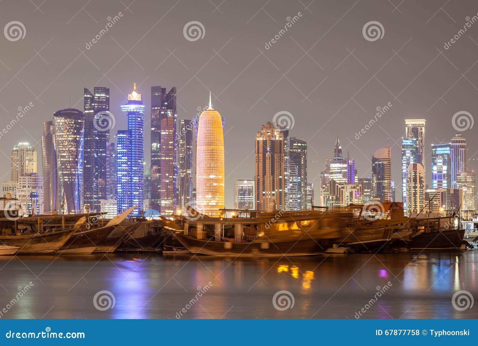 多哈市地平线在晚上,卡塔尔