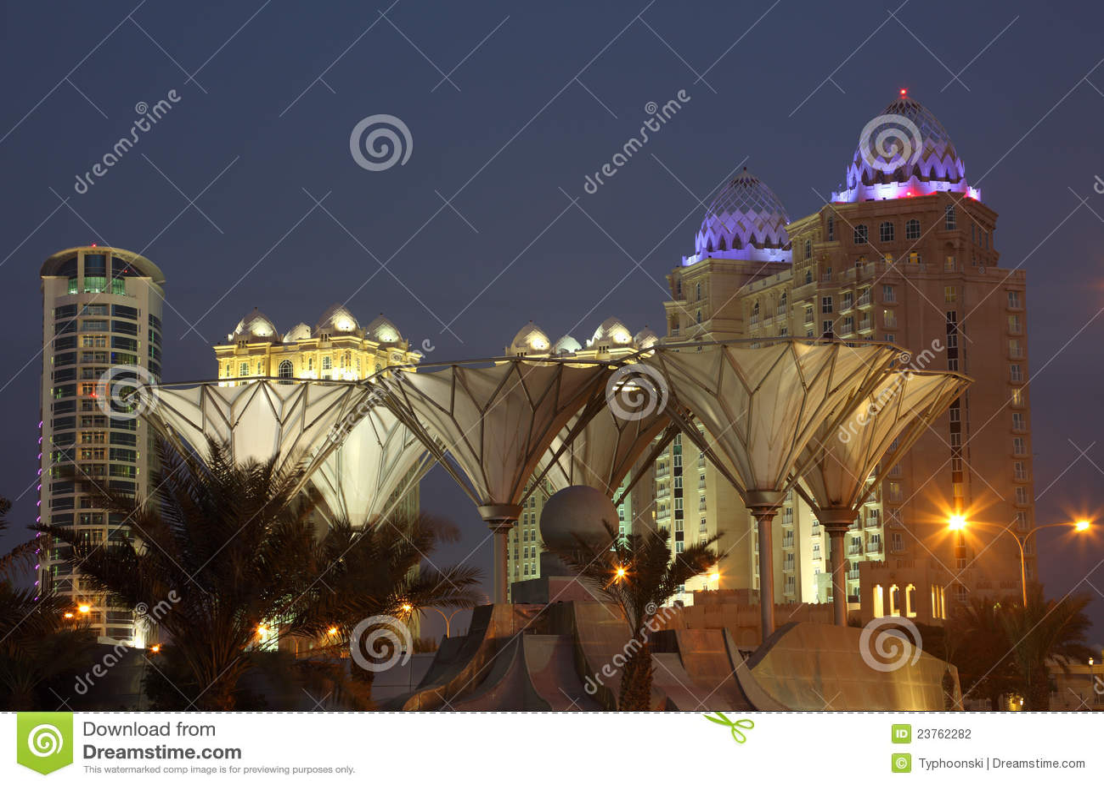 多哈街市在黄昏