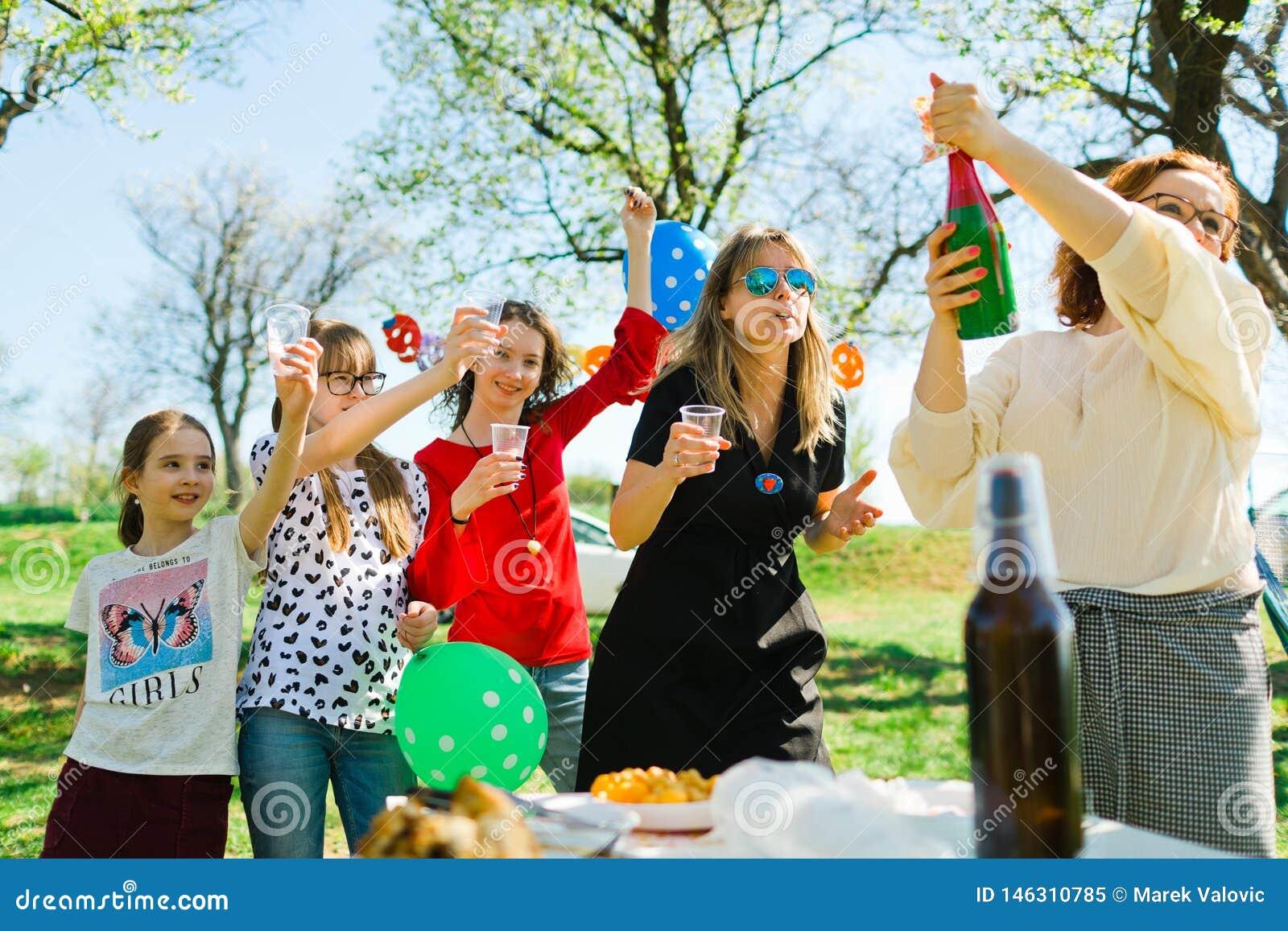 多士用在生日游园会的儿童香槟