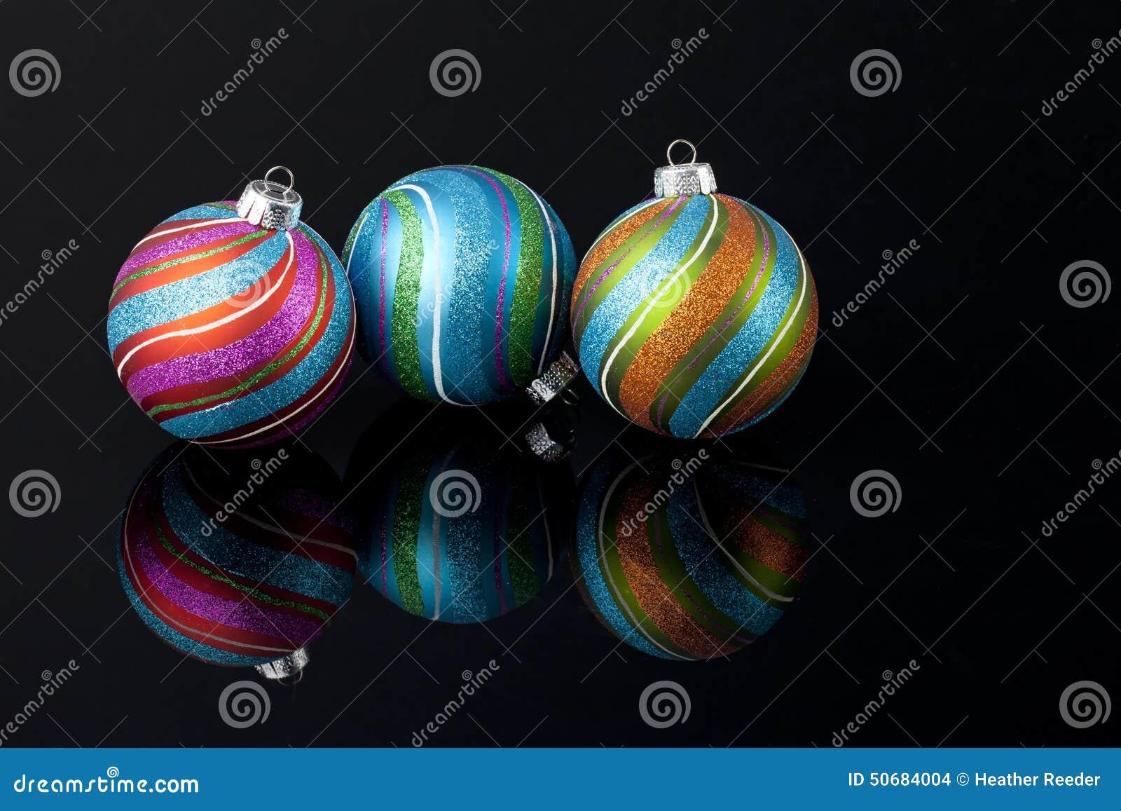Download 多彩多姿的圣诞节装饰品 库存照片. 图片 包括有 设计, 对象, 愉快, 来回, 圣诞节, 装饰品, 节假日 - 50684004