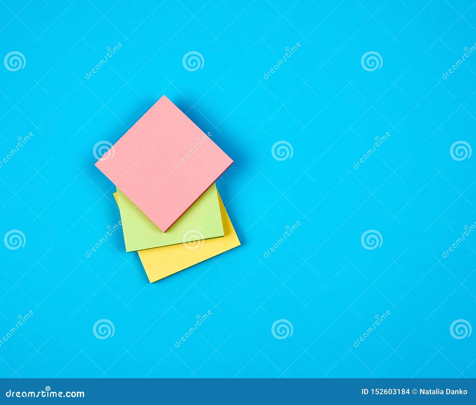 多彩多姿的空的纸正方形贴纸