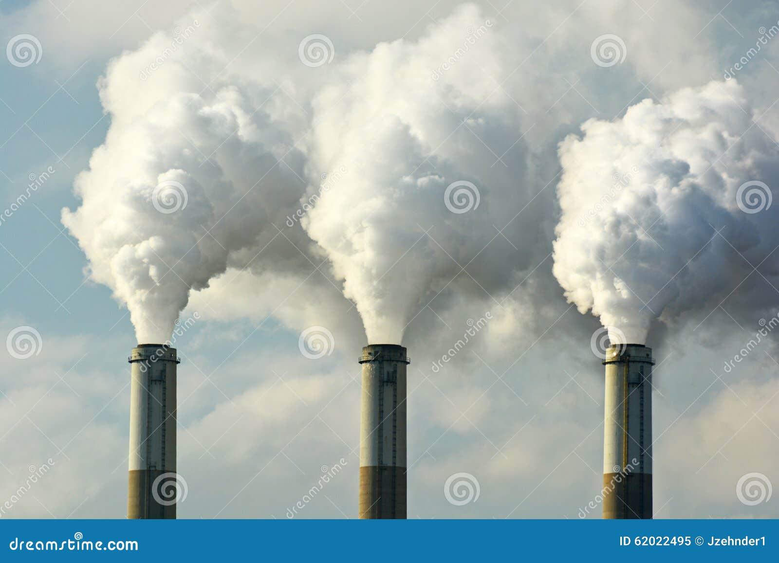多扇煤炭矿物燃料能源厂烟窗散发二氧化碳污染