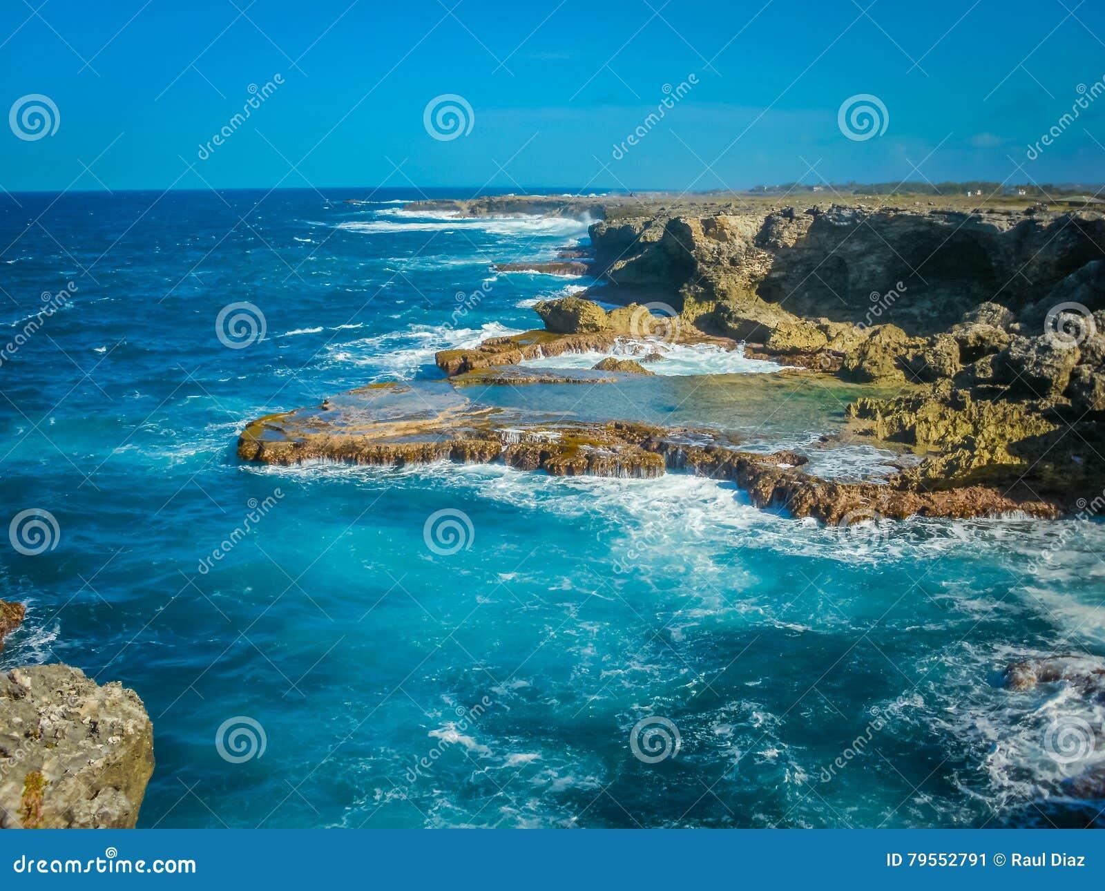巴巴多斯岩石海岸