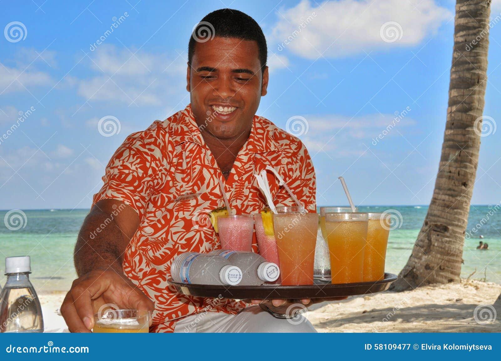 多米尼加共和国的好客翻译和热烈欢迎