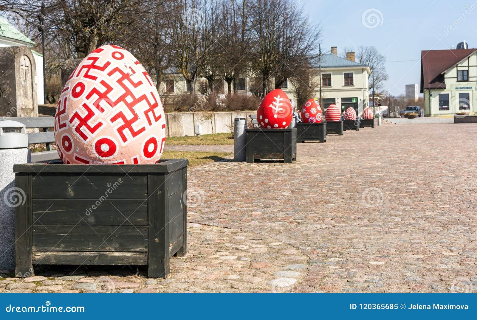 多贝莱市中心装饰用复活节彩蛋