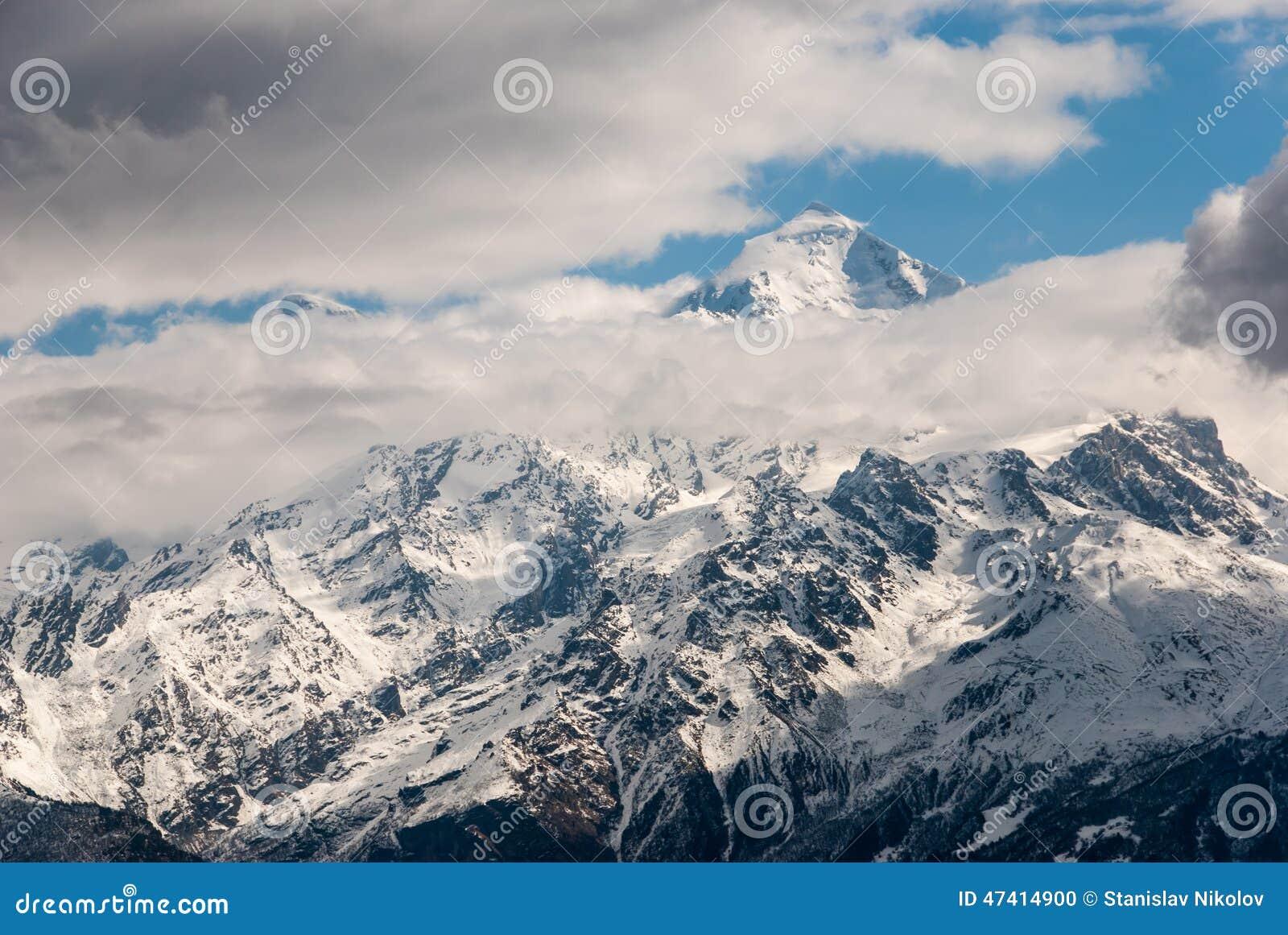 多雪的山峰