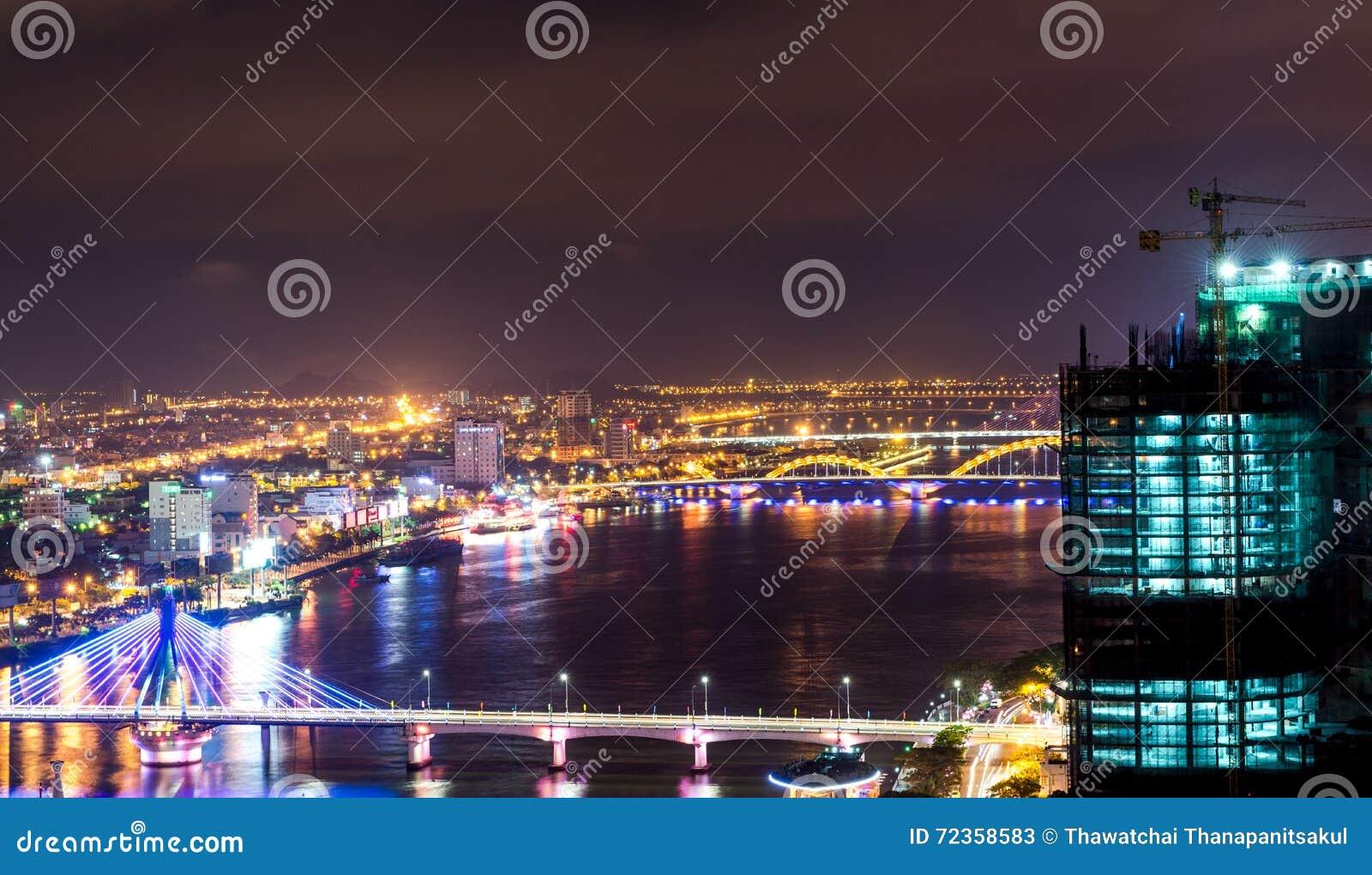 夜生活岘港市市2015年5月商业区