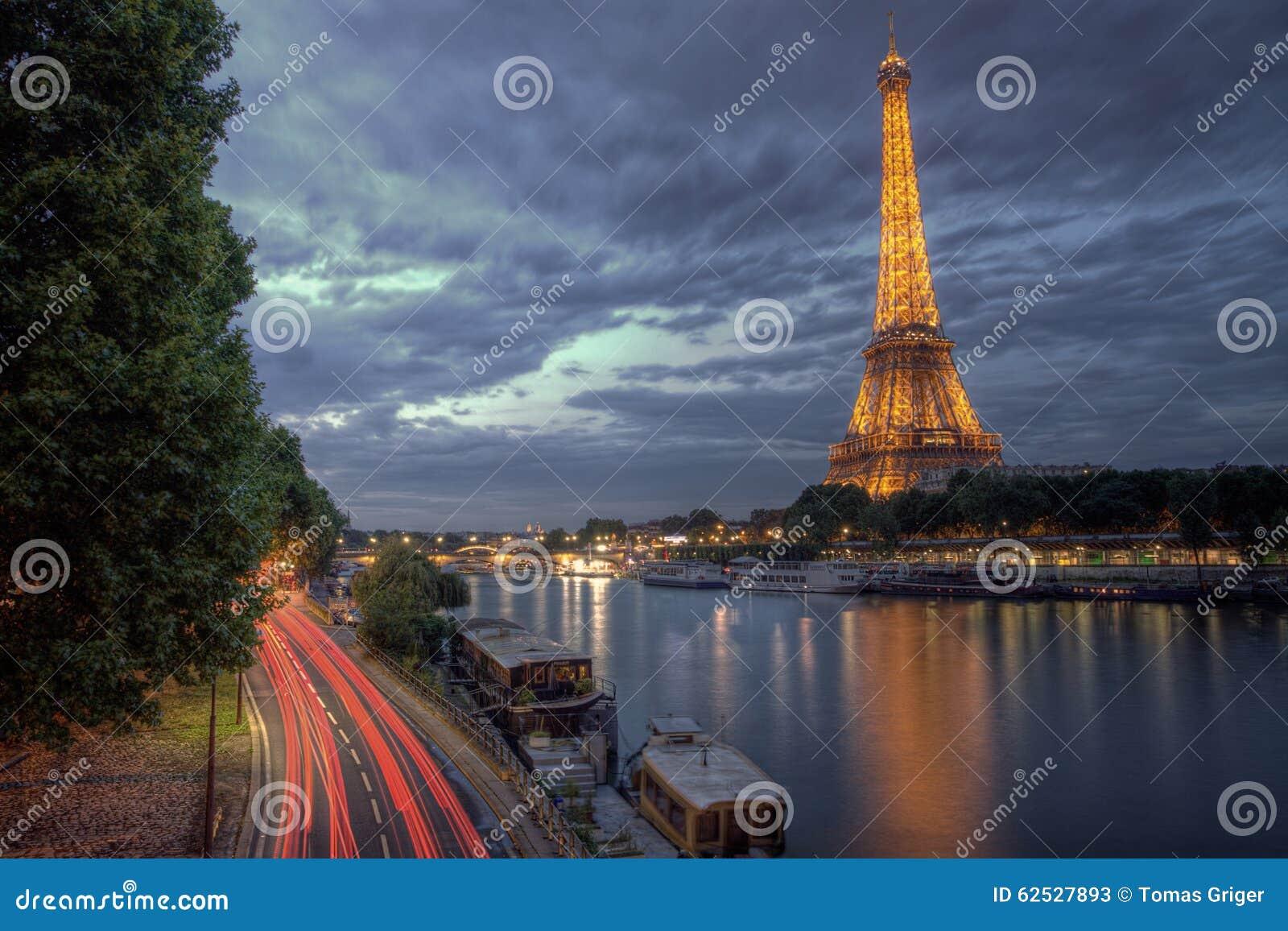 夜艾菲尔铁塔