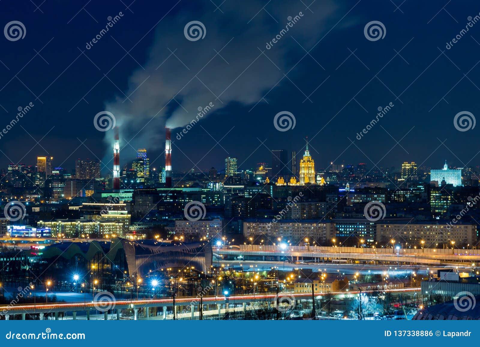 夜莫斯科全景  大芝加哥市伊利诺伊其湖点燃密执安江边 蒸汽来自CHP管子