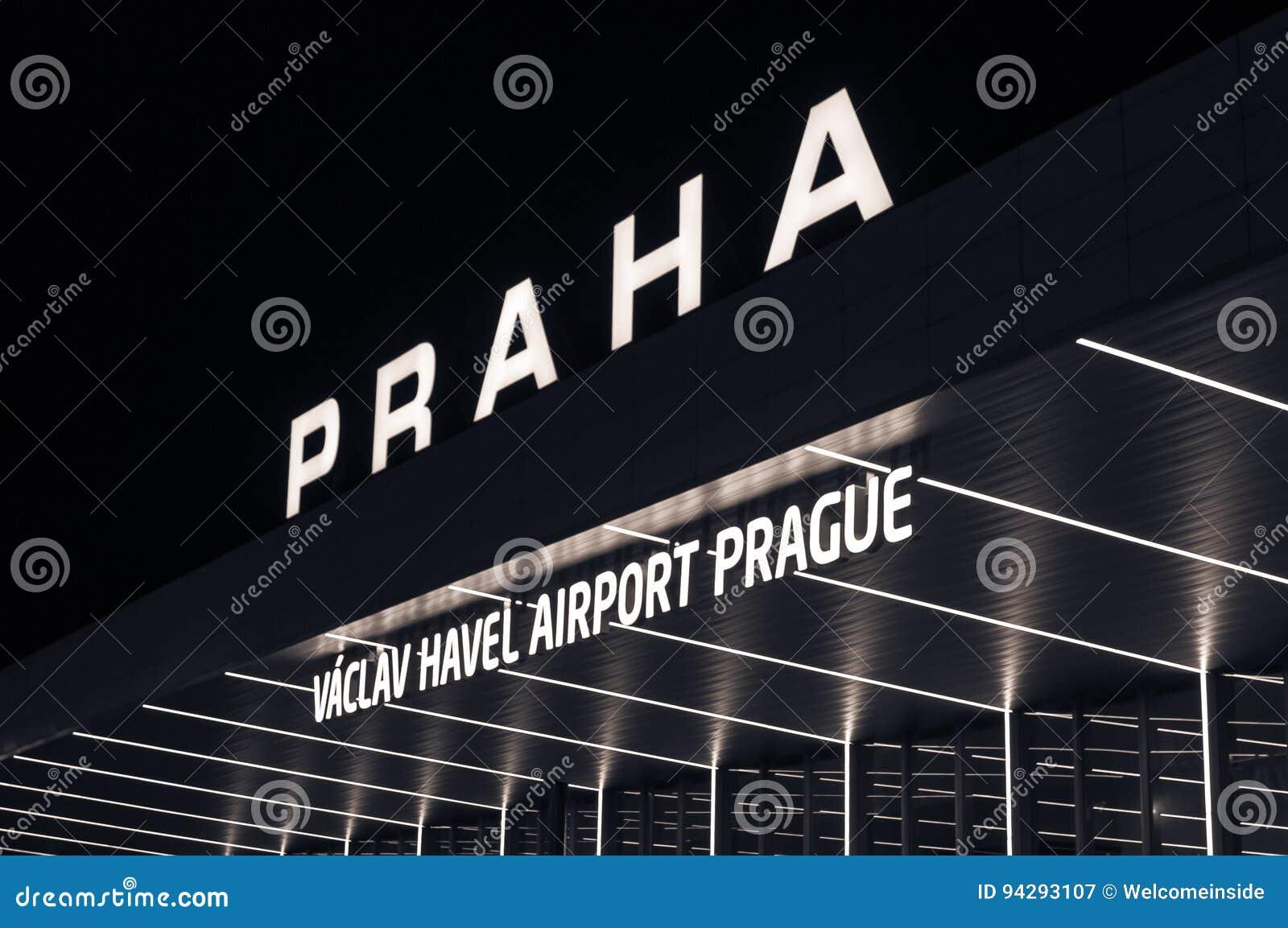 夜视图国际机场在布拉格,捷克