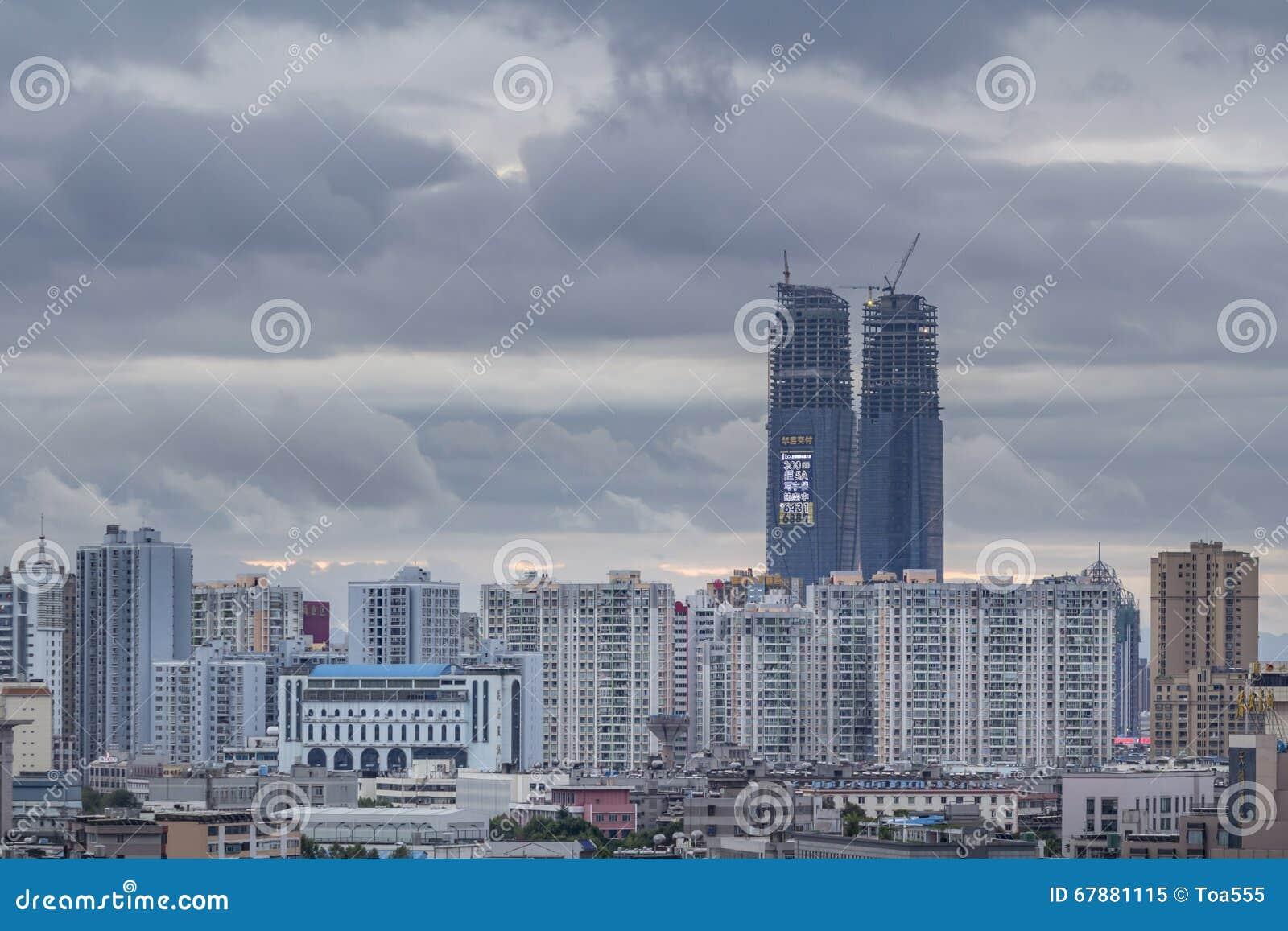 大厦在街市昆明,中国