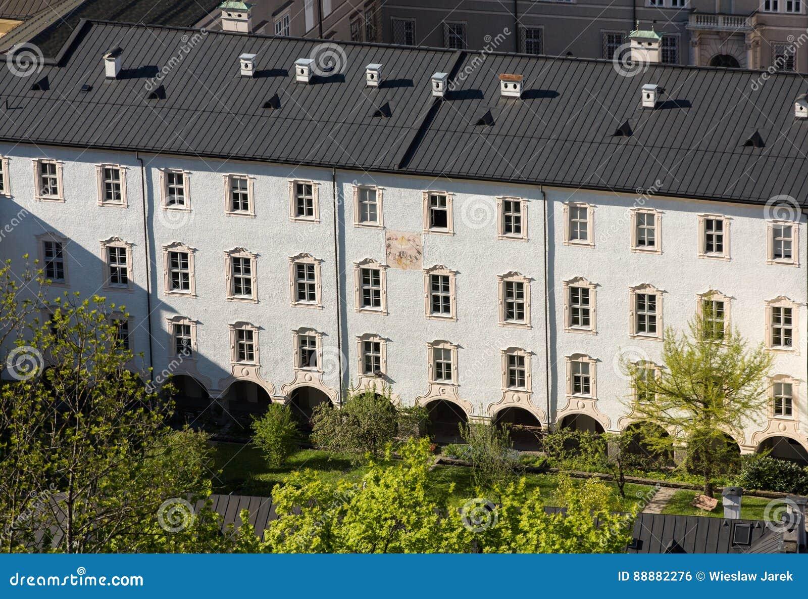 大厦门面在萨尔茨堡的历史的中心