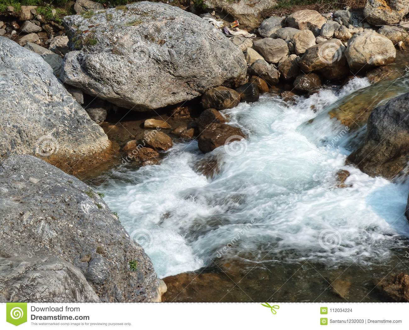 大吉岭岩石河流动