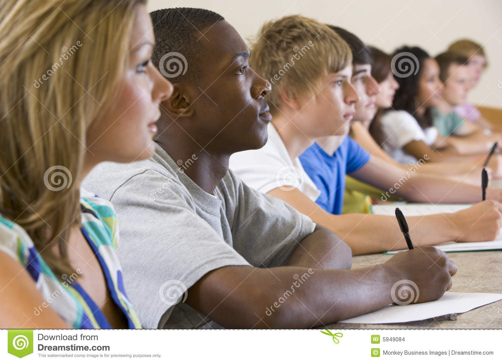 大学的学院演讲听的学员