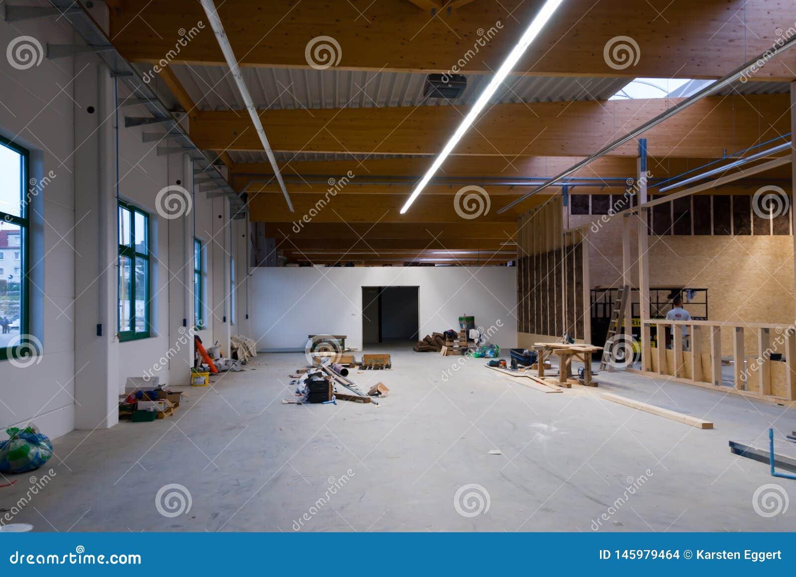 大工厂厂房被转换成仓库