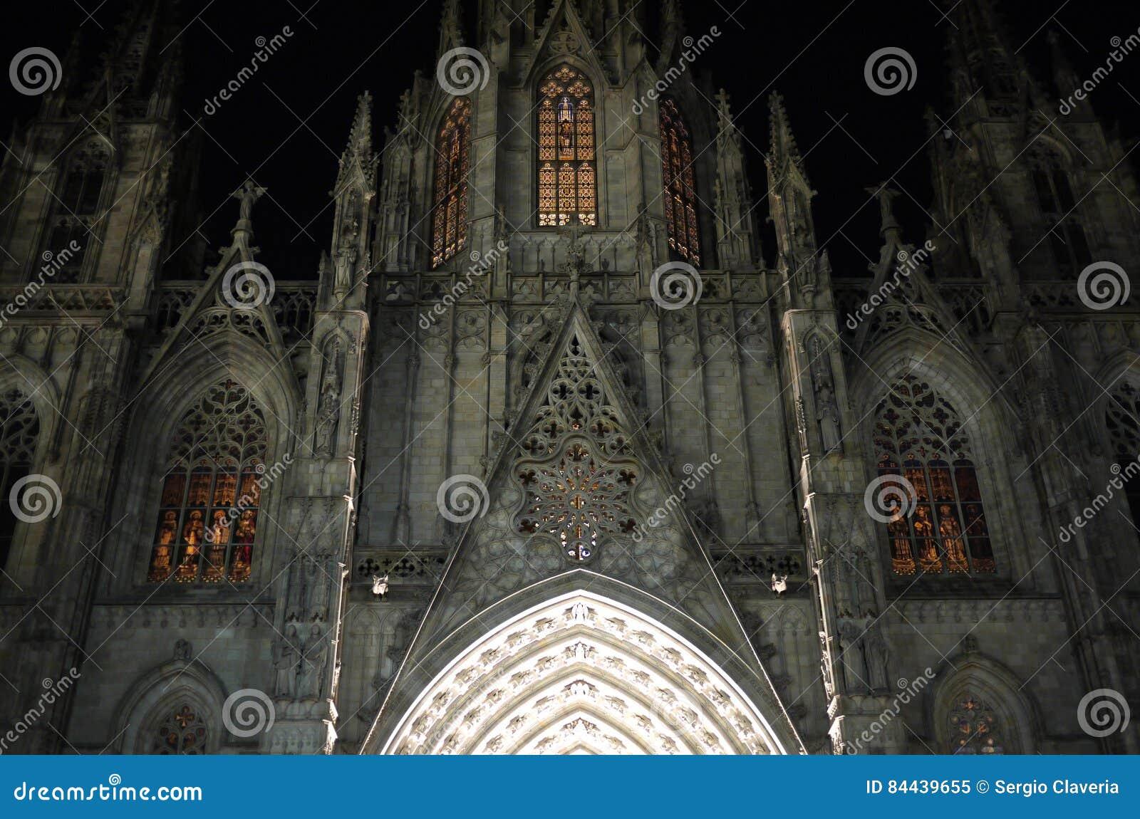 大教堂在晚上