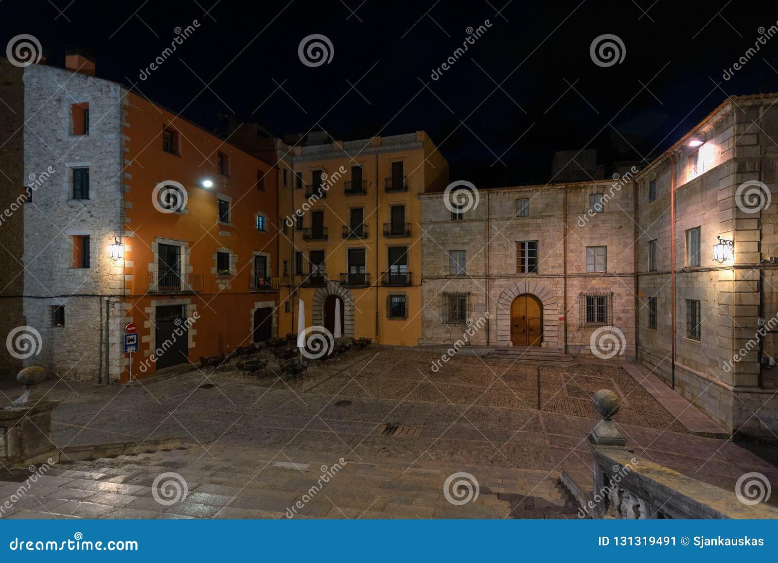 大教堂正方形,希罗纳,加泰罗尼亚,西班牙夜视图