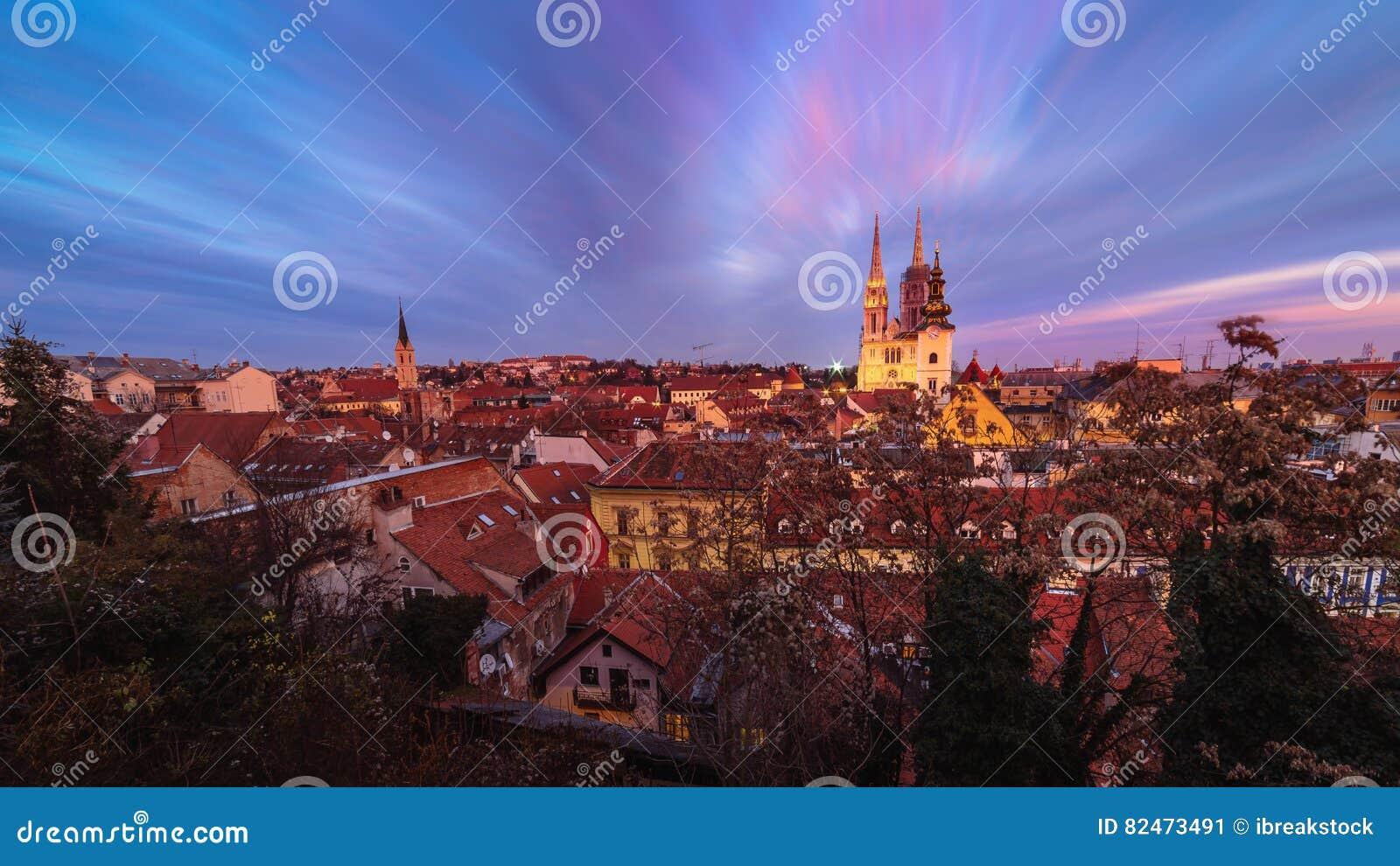 大教堂的日落视图在萨格勒布,克罗地亚