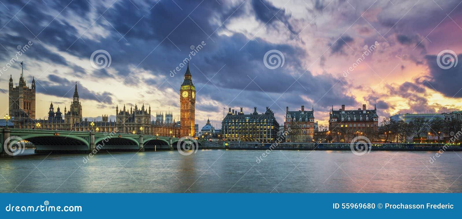大本钟全景在日落的伦敦