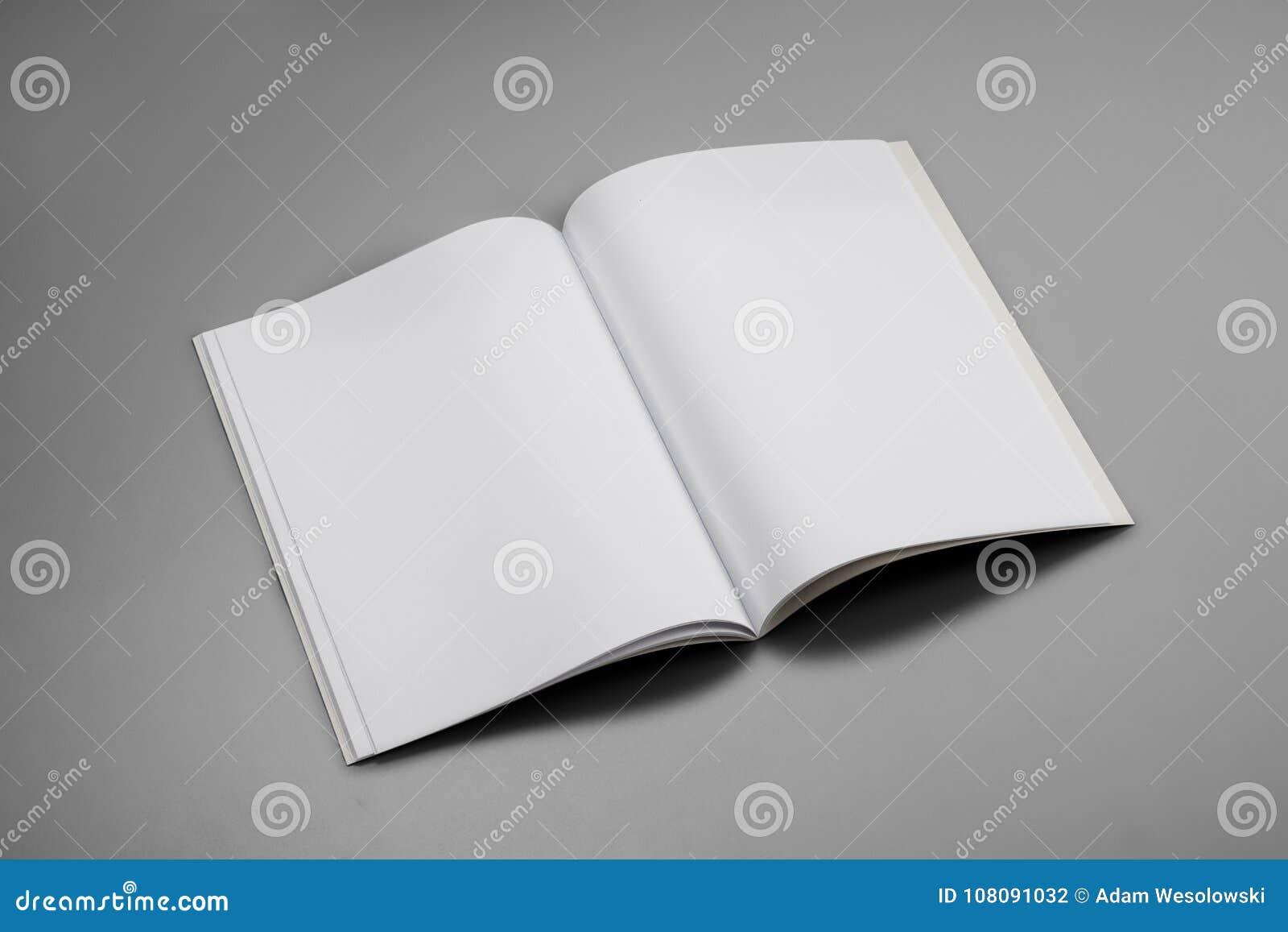 大模型杂志、书或者编目在灰色桌背景