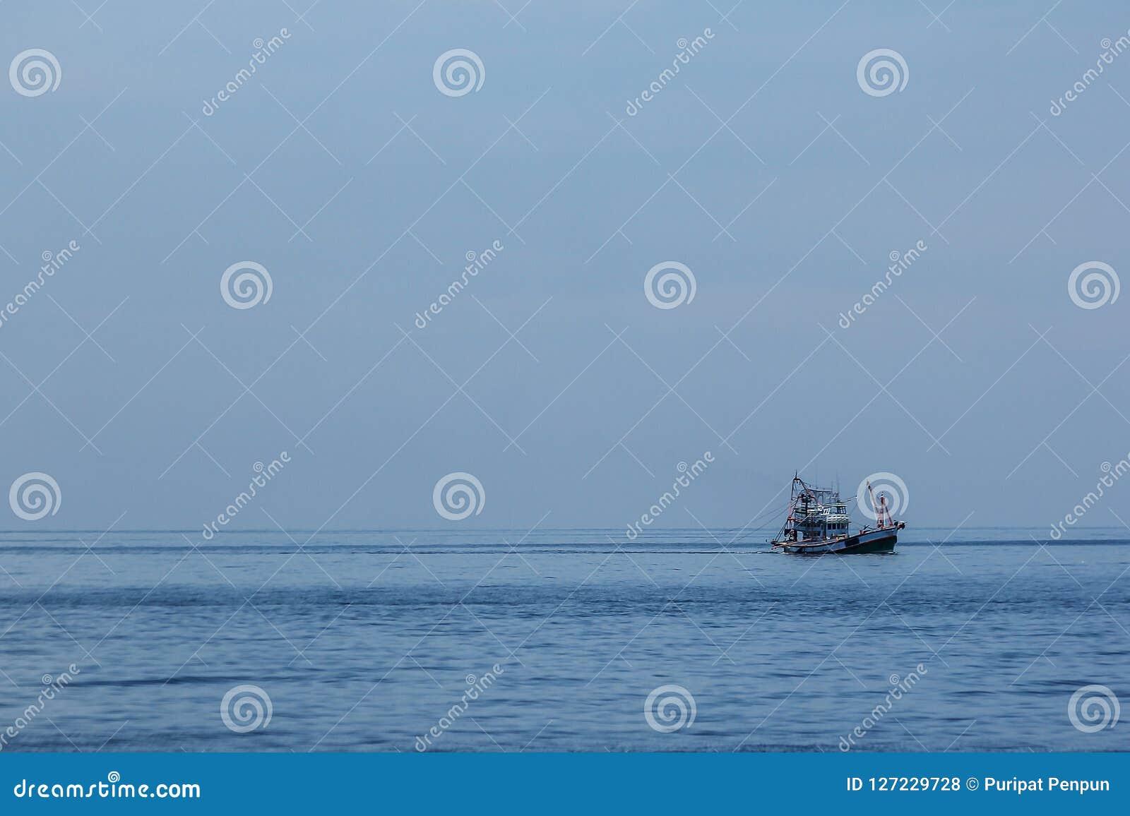 大渔船在海