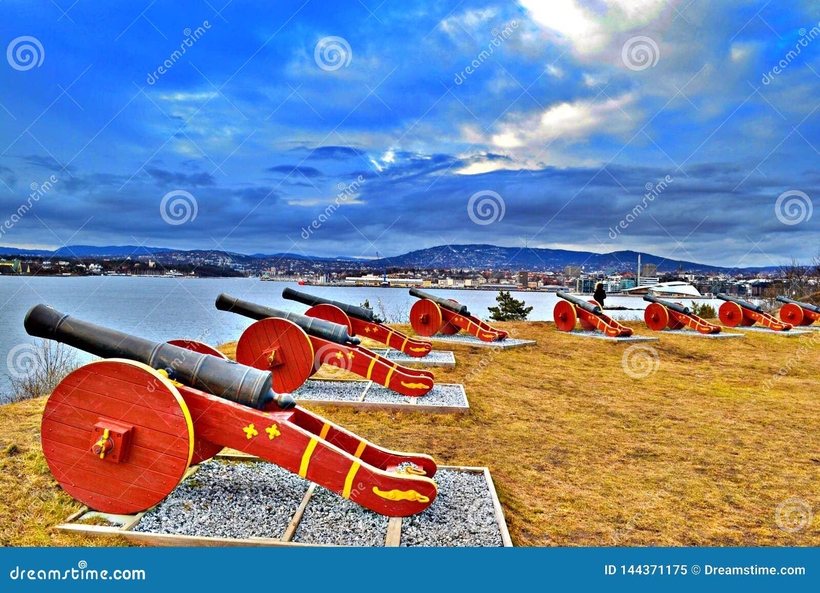 大炮电池全景在Hovedoya海岛上的,建立在19世纪初-春天2017年
