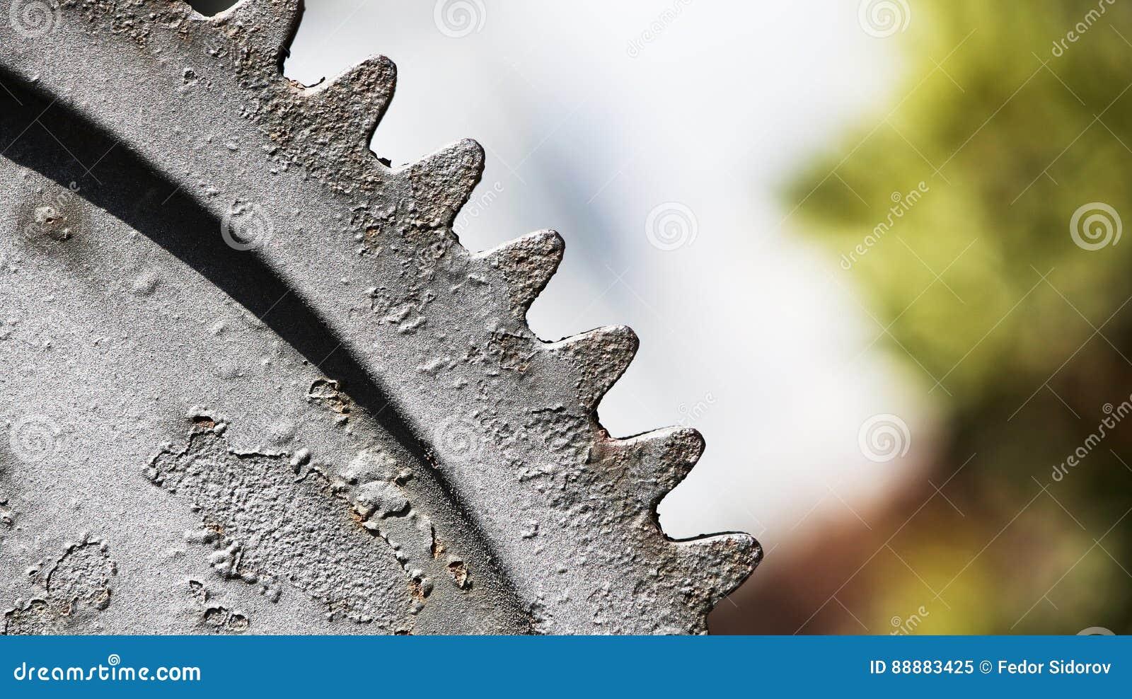 大生锈的齿轮对比视图