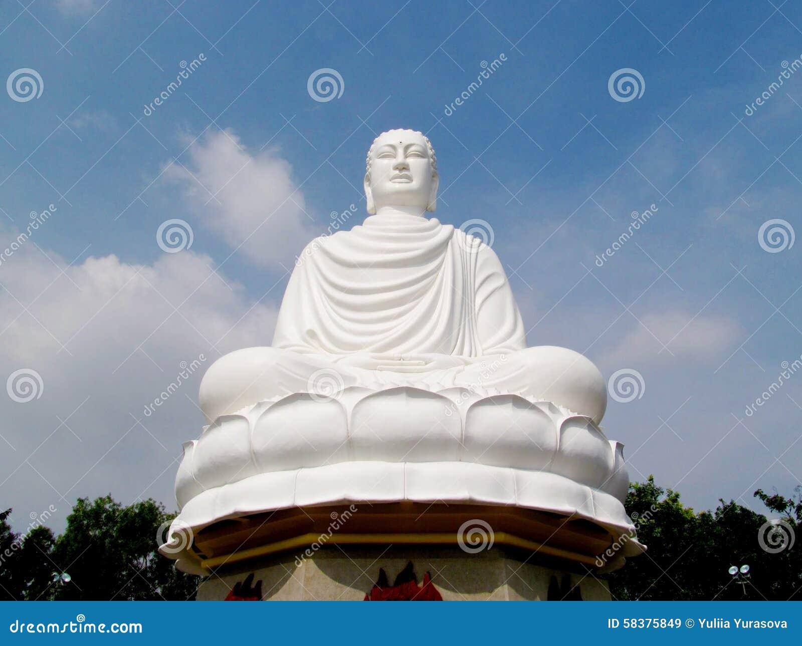 大白色菩萨雕象