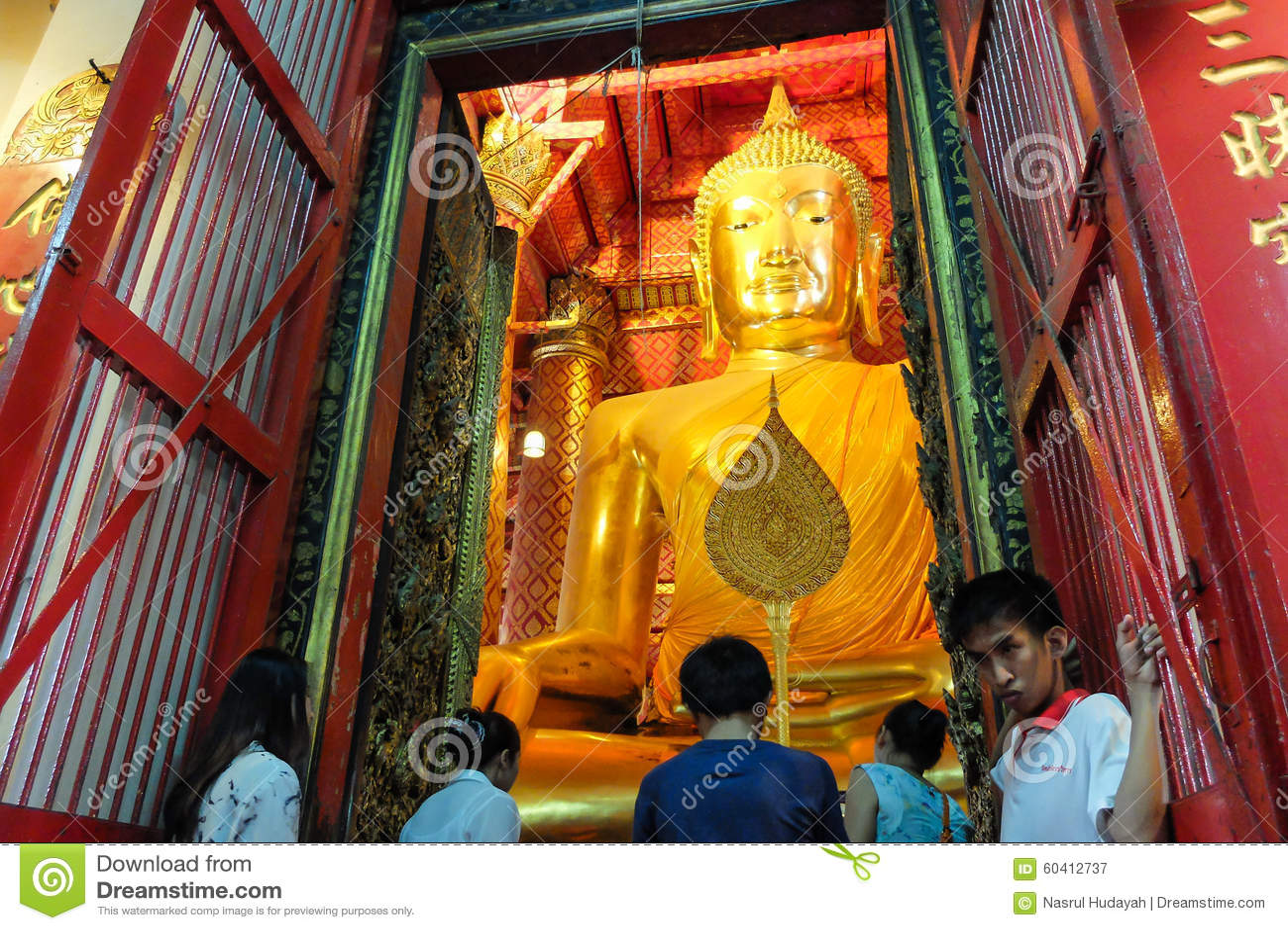 大菩萨雕象在Ayuthaya