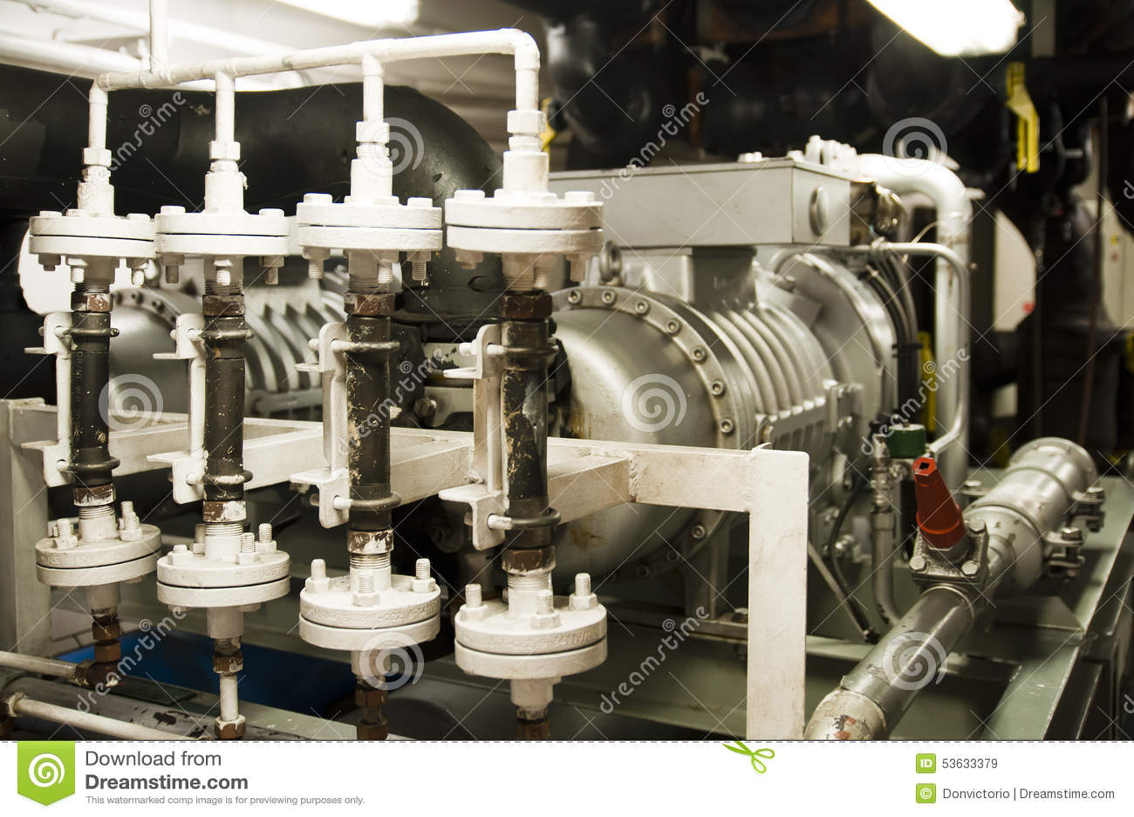 大量手段空间-管子,阀门,引擎