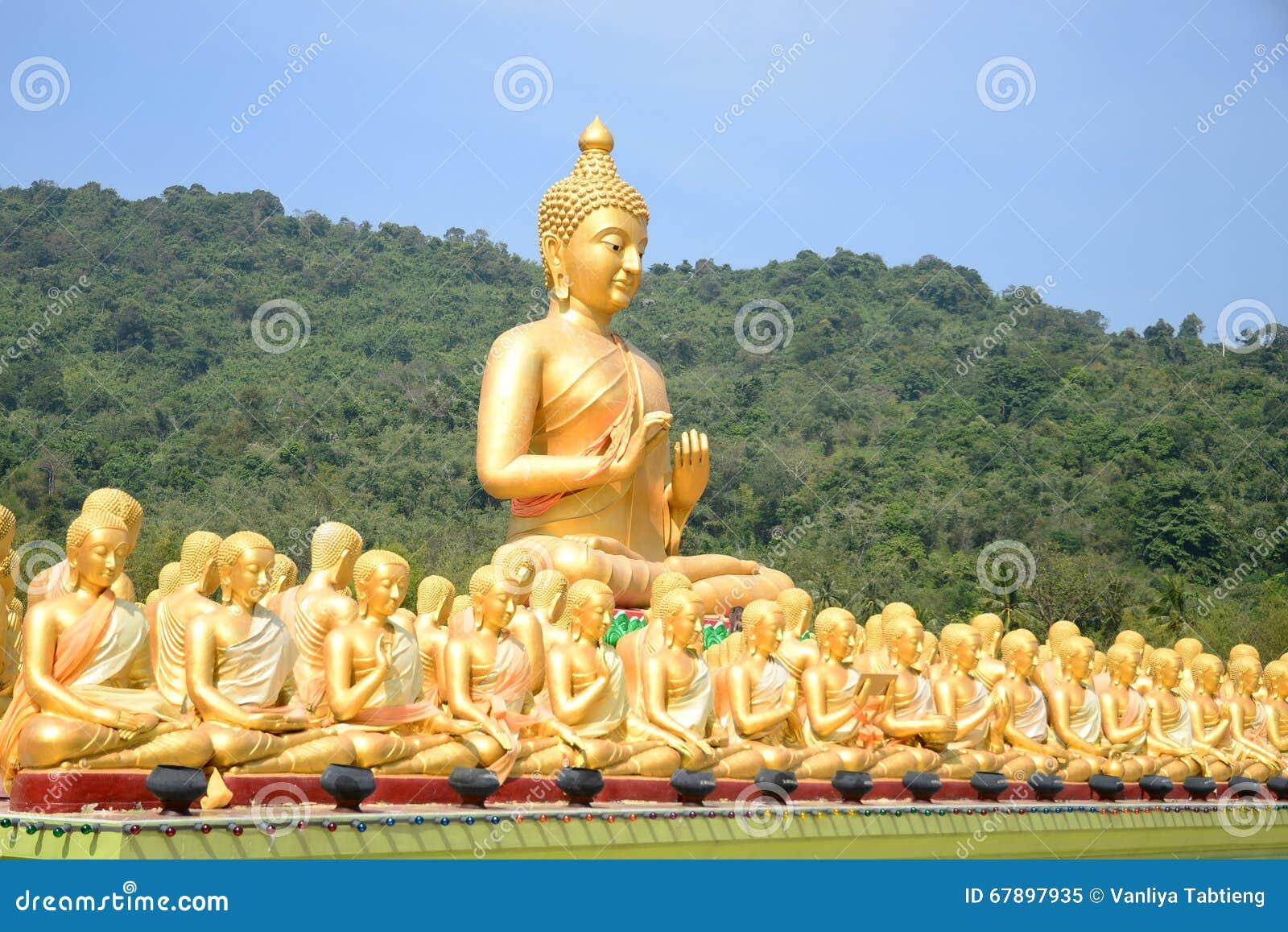 大金黄和一千金黄菩萨雕象