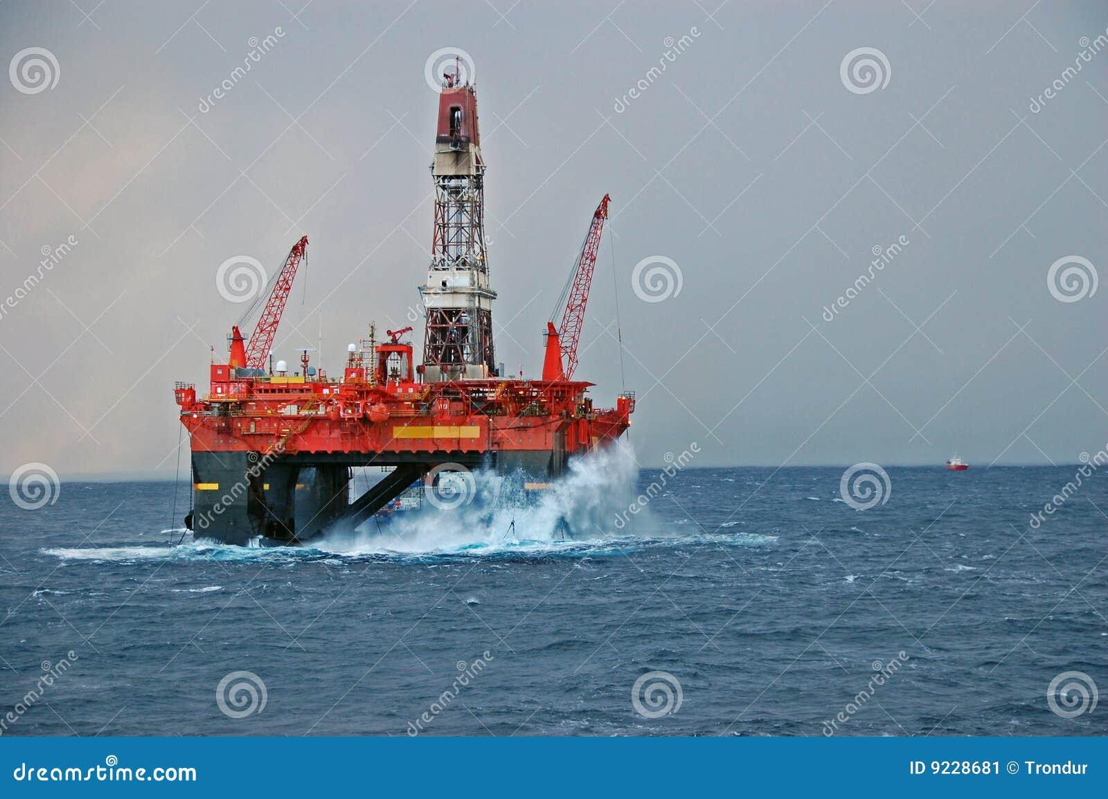 大钻击中的船具半潜水艇通知