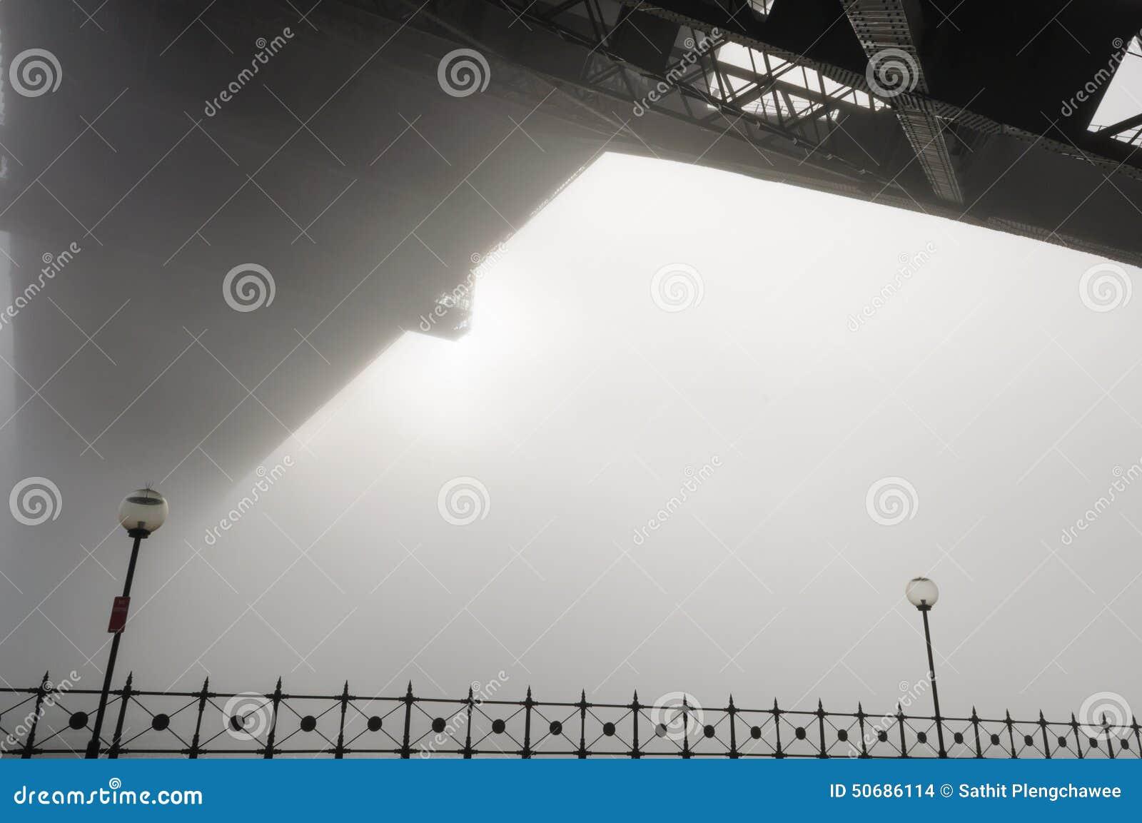Download 大雾在悉尼港口的早晨 库存照片. 图片 包括有 浓厚, 街市, 冬天, 范围, 拱道, 旅行, 贿赂, 港口 - 50686114