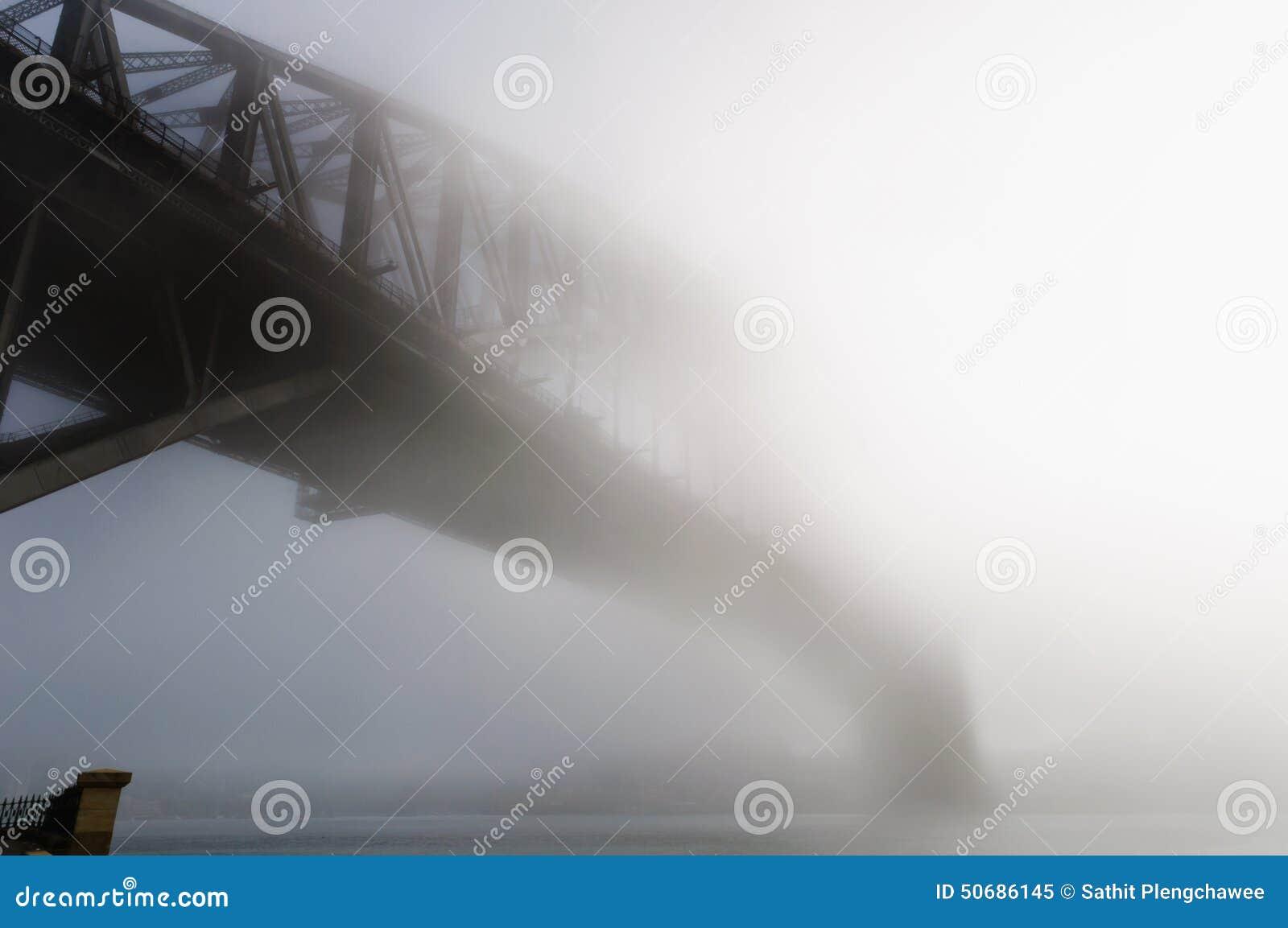 Download 大雾在悉尼港口的早晨 库存图片. 图片 包括有 有雾, 旅行, 拱道, 室外, 范围, 浓厚, 城市, 中心 - 50686145
