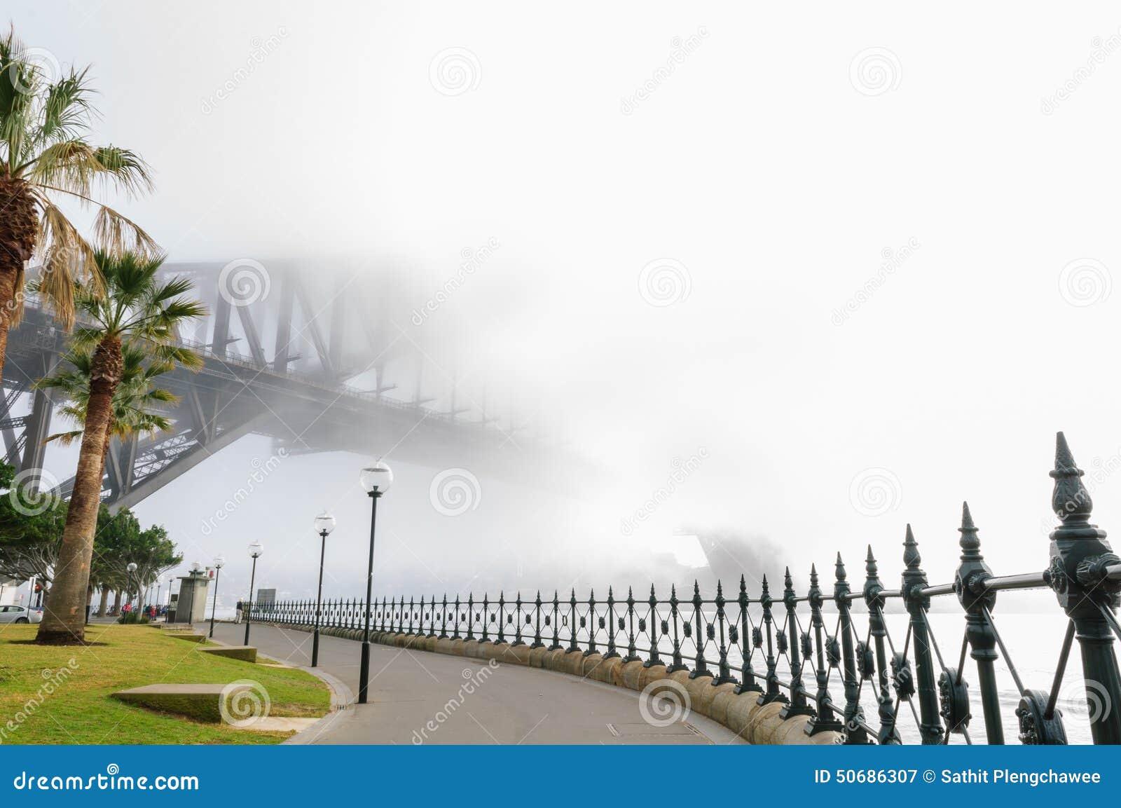 Download 大雾在悉尼港口的早晨 库存图片. 图片 包括有 港口, 边路, 街市, 冬天, 中心, 闪亮指示, 的treadled - 50686307
