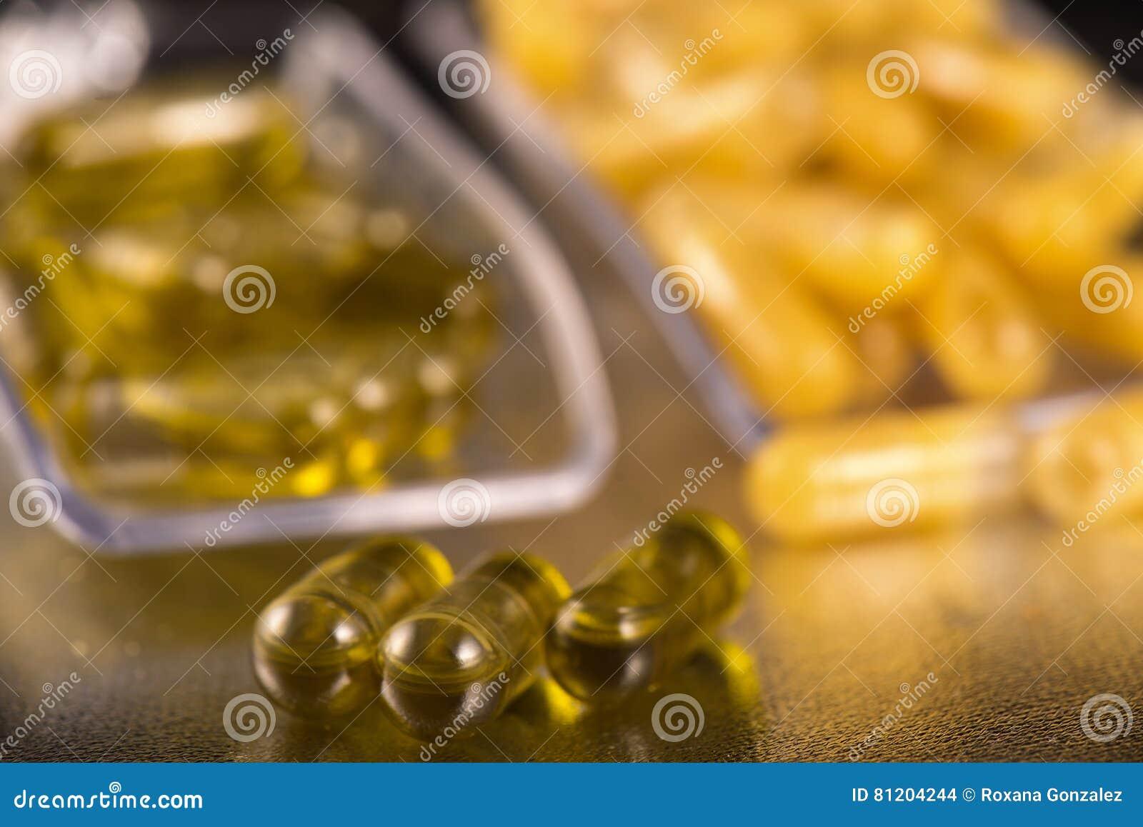 大麻提取胶囊灌输了粉碎和CBD油