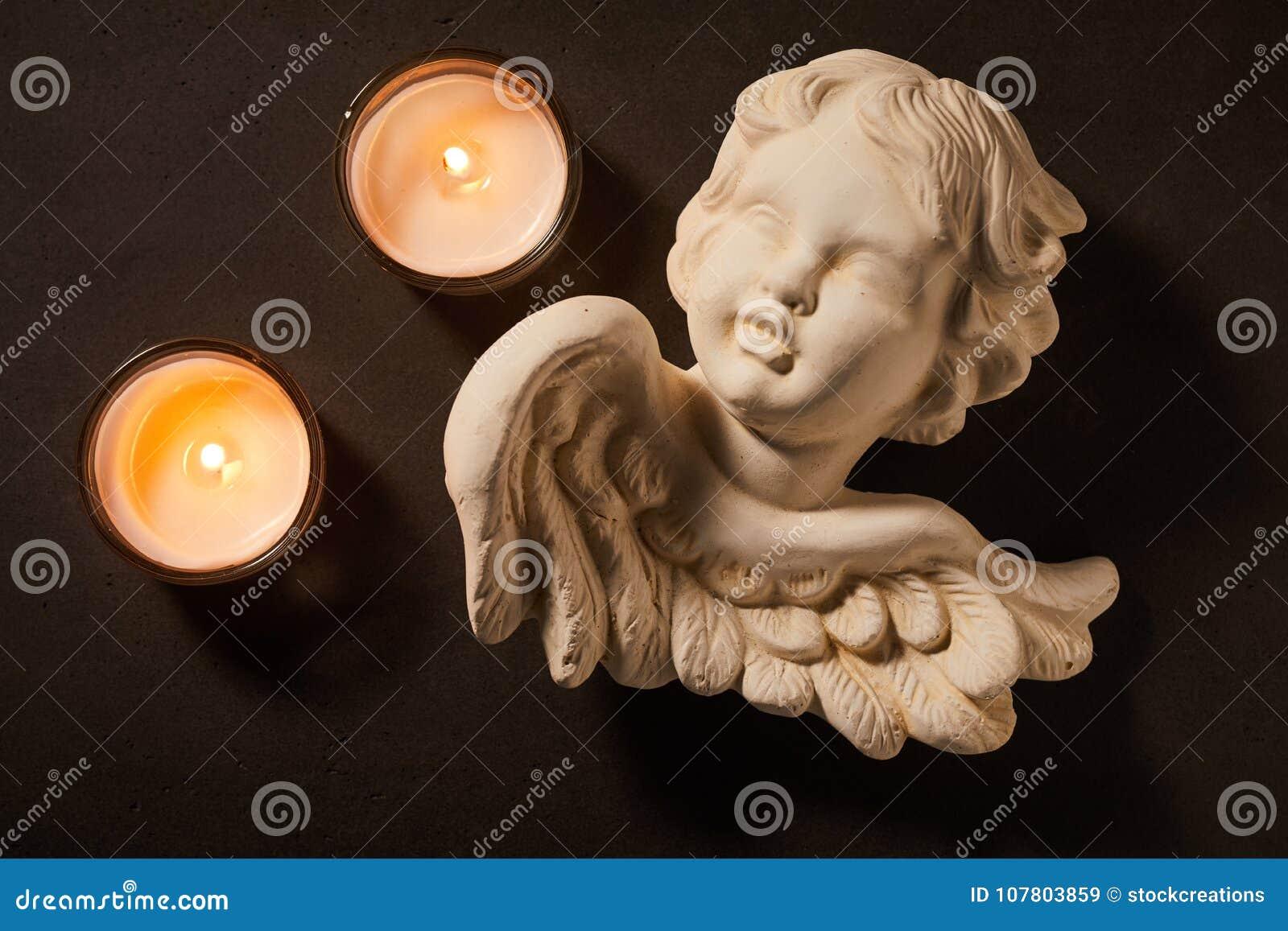 天使天使与灼烧的蜡烛的