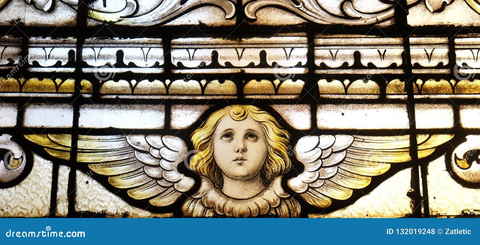 天使,污迹玻璃窗在圣马丁教会里在萨格勒布