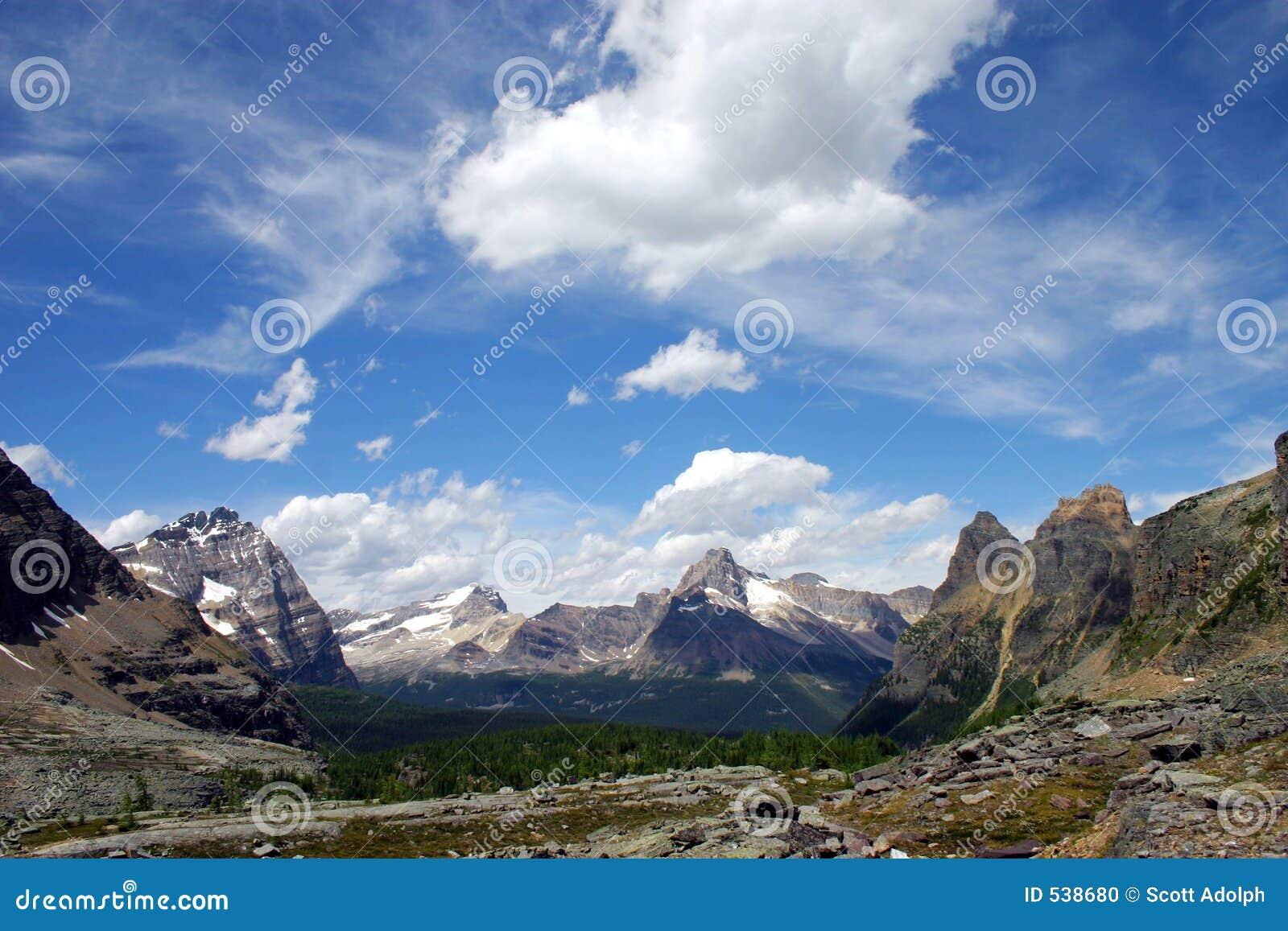 Download 天堂 库存照片. 图片 包括有 的treadled, 范围, 本质, 加盖, 野营, 罗基斯, 被砍的, 加拿大 - 538680