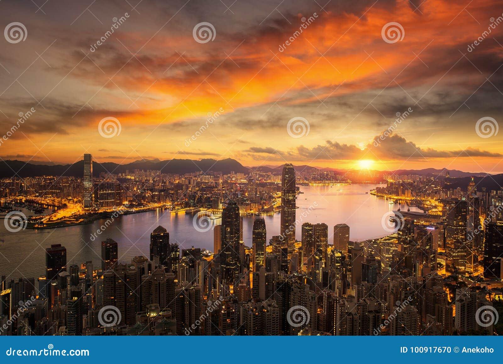 天对香港市日出的夜