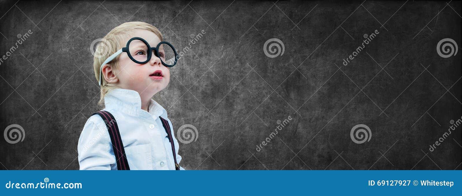 天才儿童粉笔板概念后面学校图片