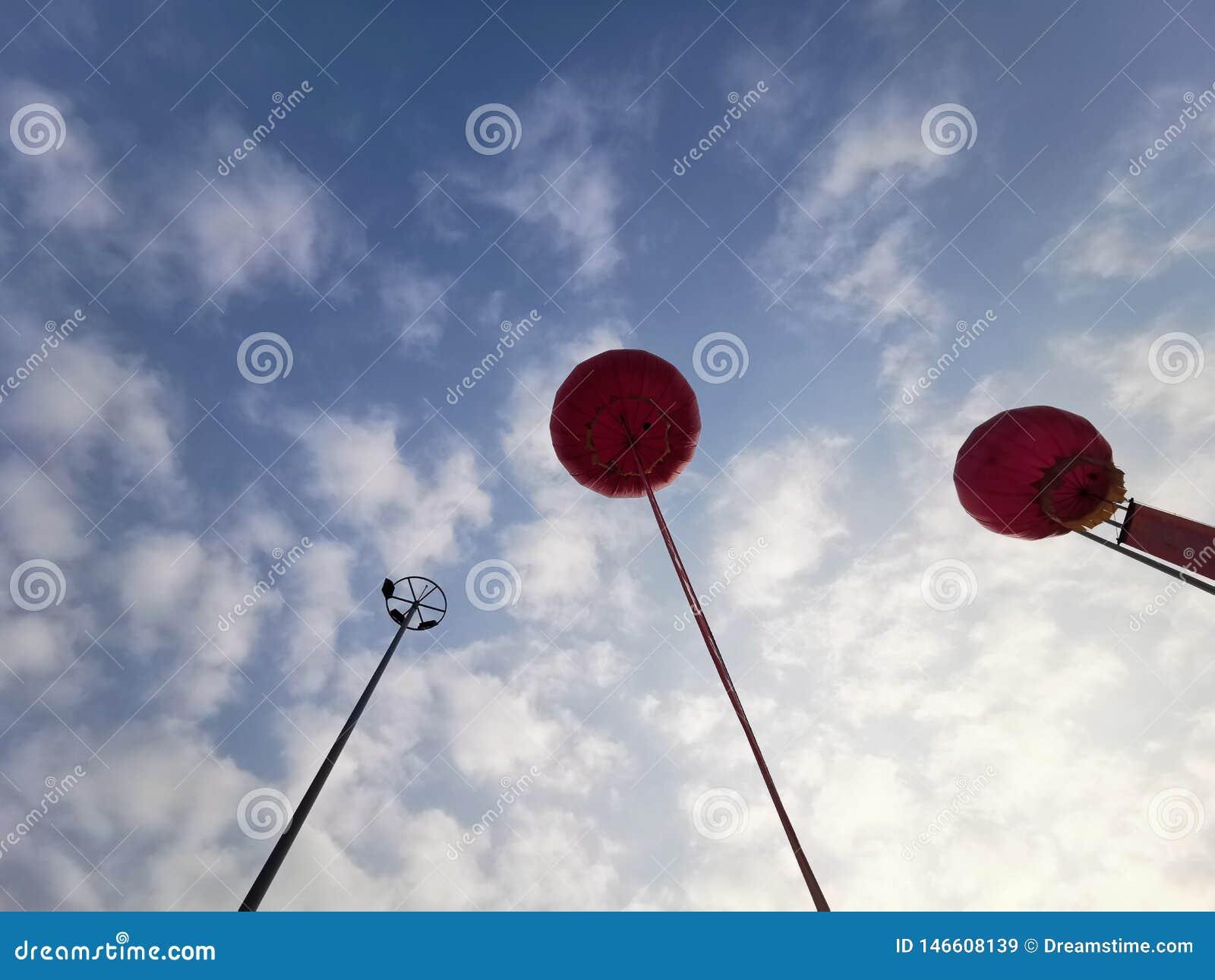 天空和气球天空蔚蓝白色云彩